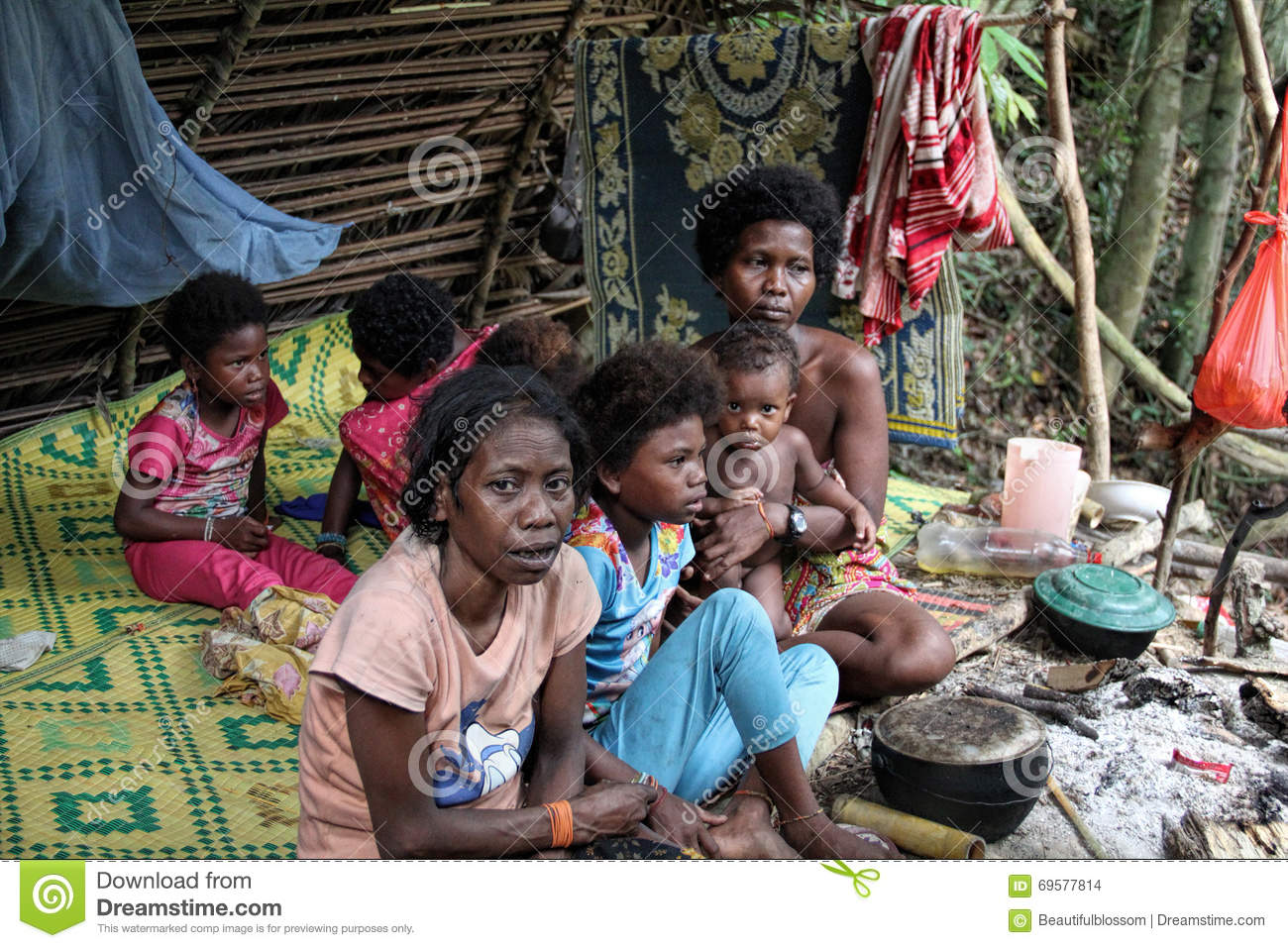 Batek People: PAHANG, MALAYSIA- DEC 9, 2015 : Women And Children Of The