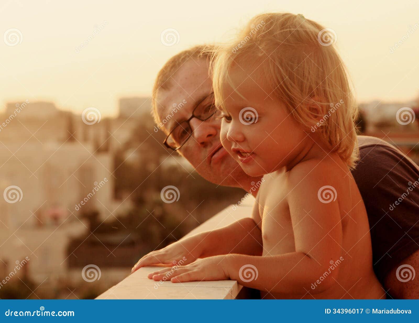 Pai e filha bonitos