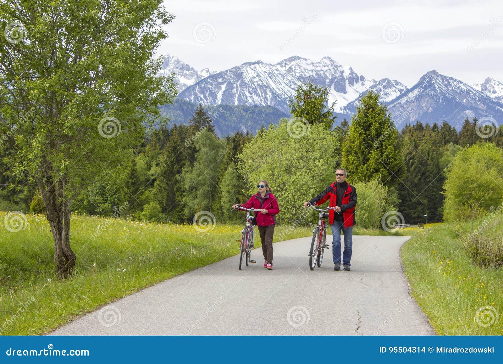 Pai e filha em uma viagem aos cumes