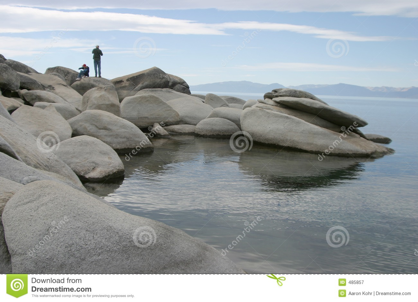 Pai e filho no lago