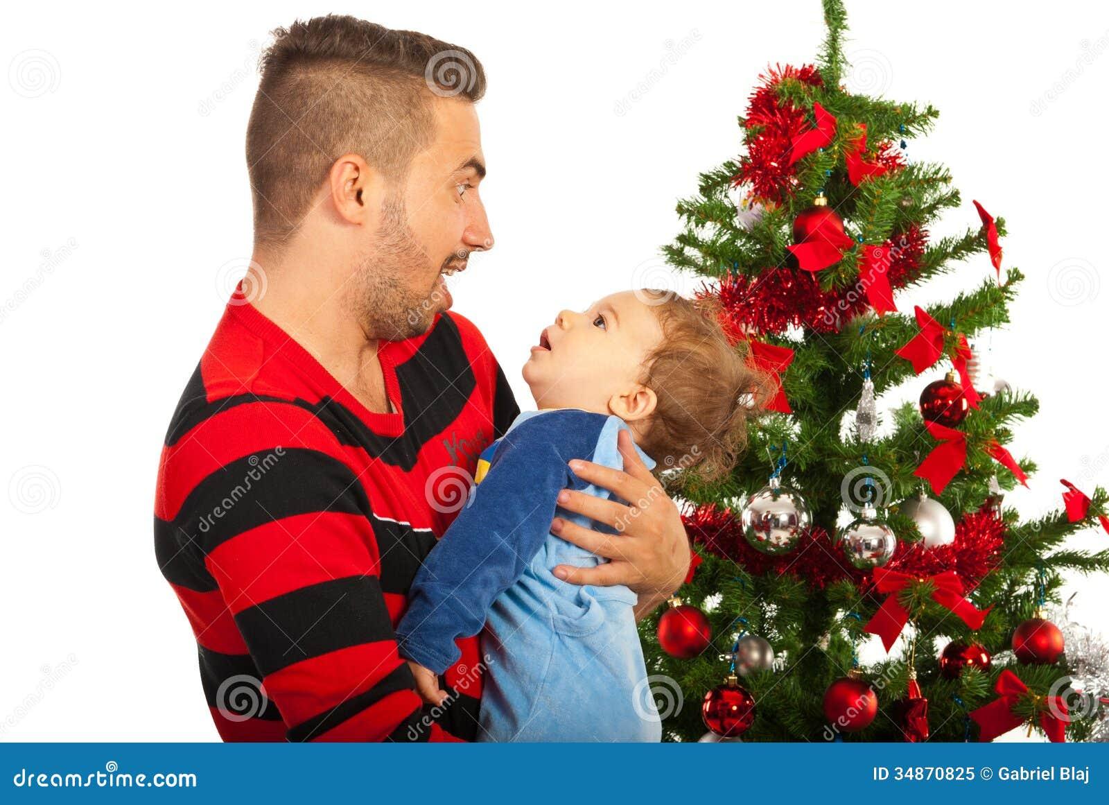 Pai engraçado com bebê