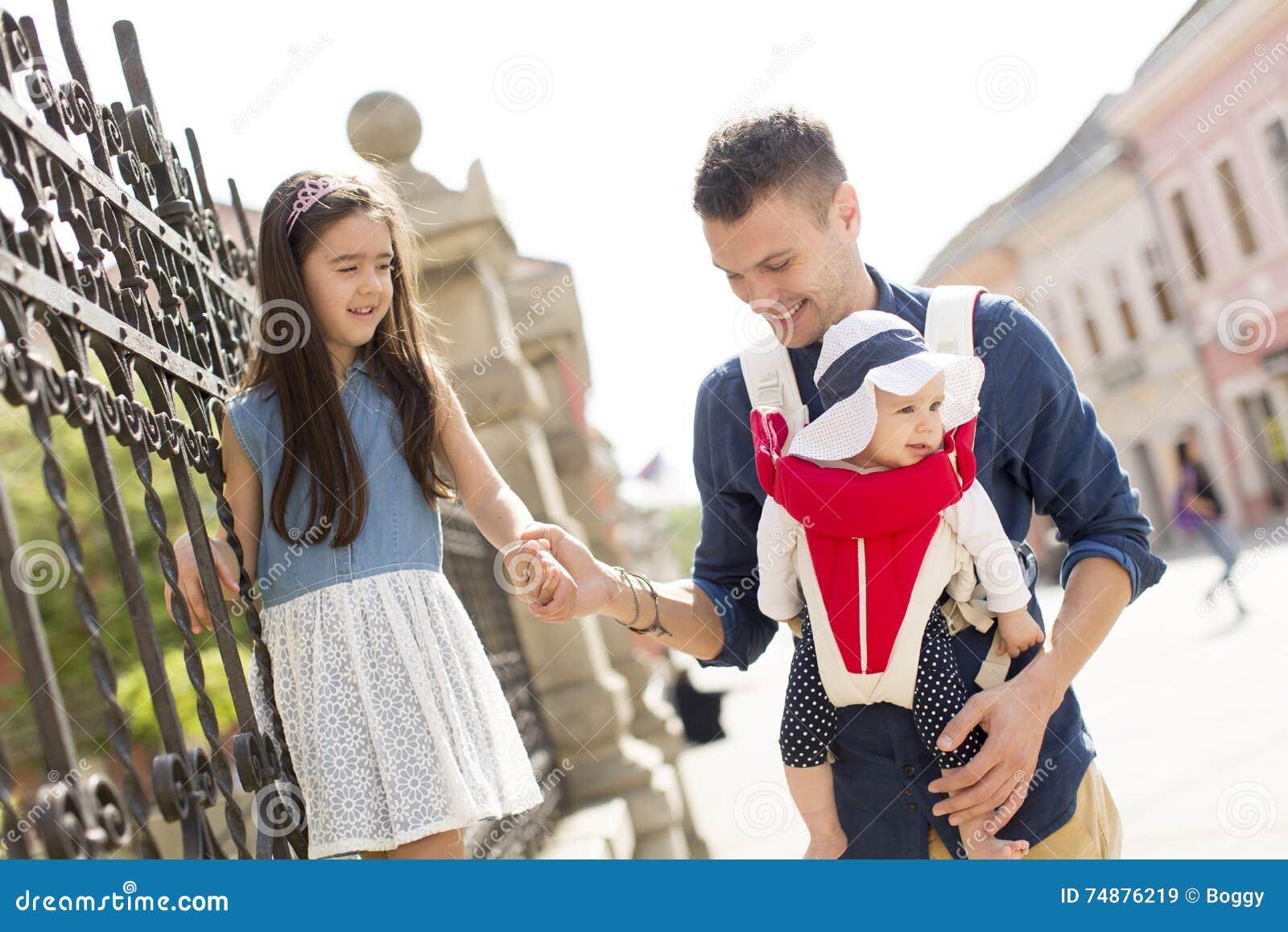 Pai novo com filhas