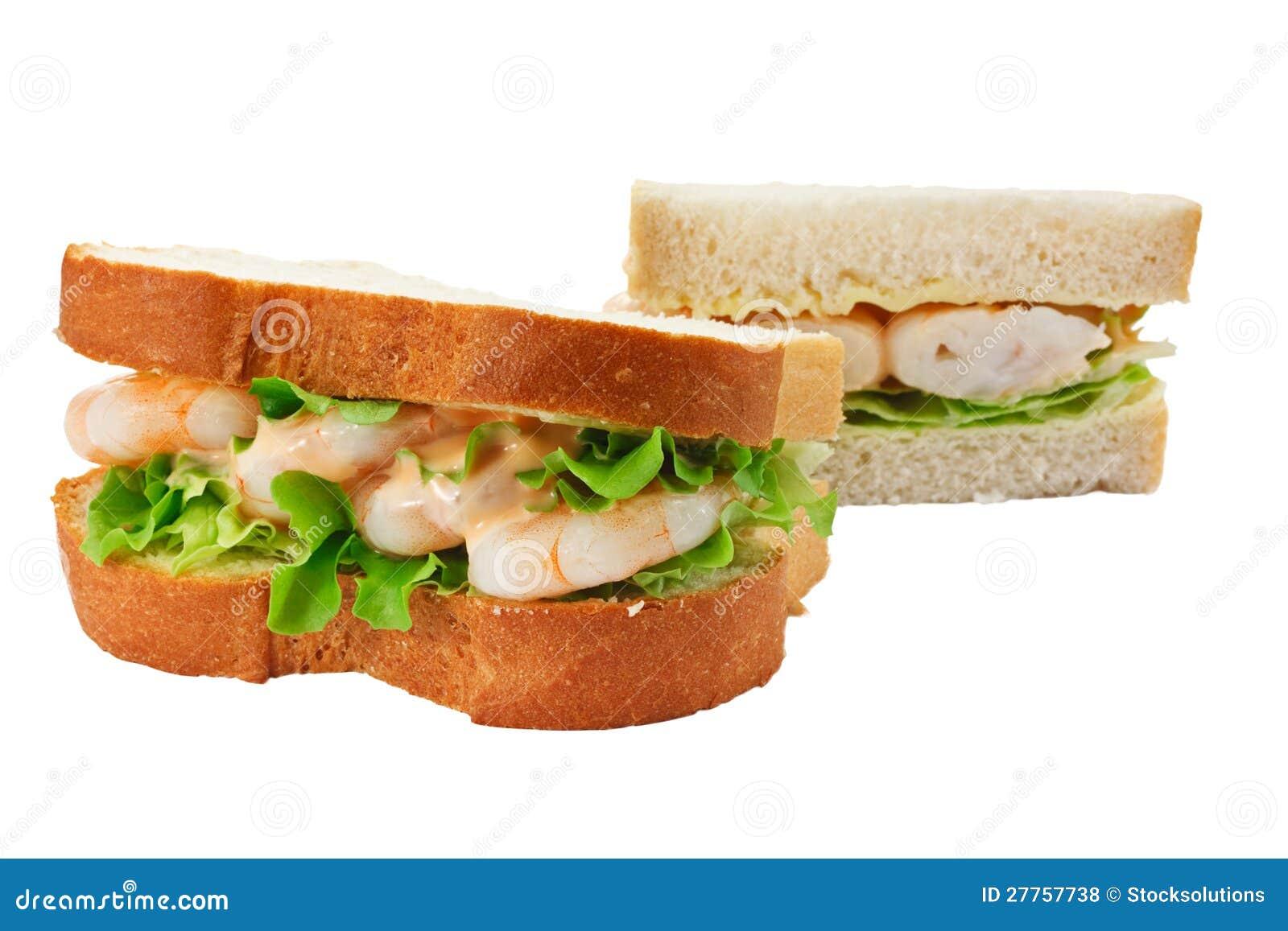 Pain coupé en tranches par sandwich de salade de crevette rose