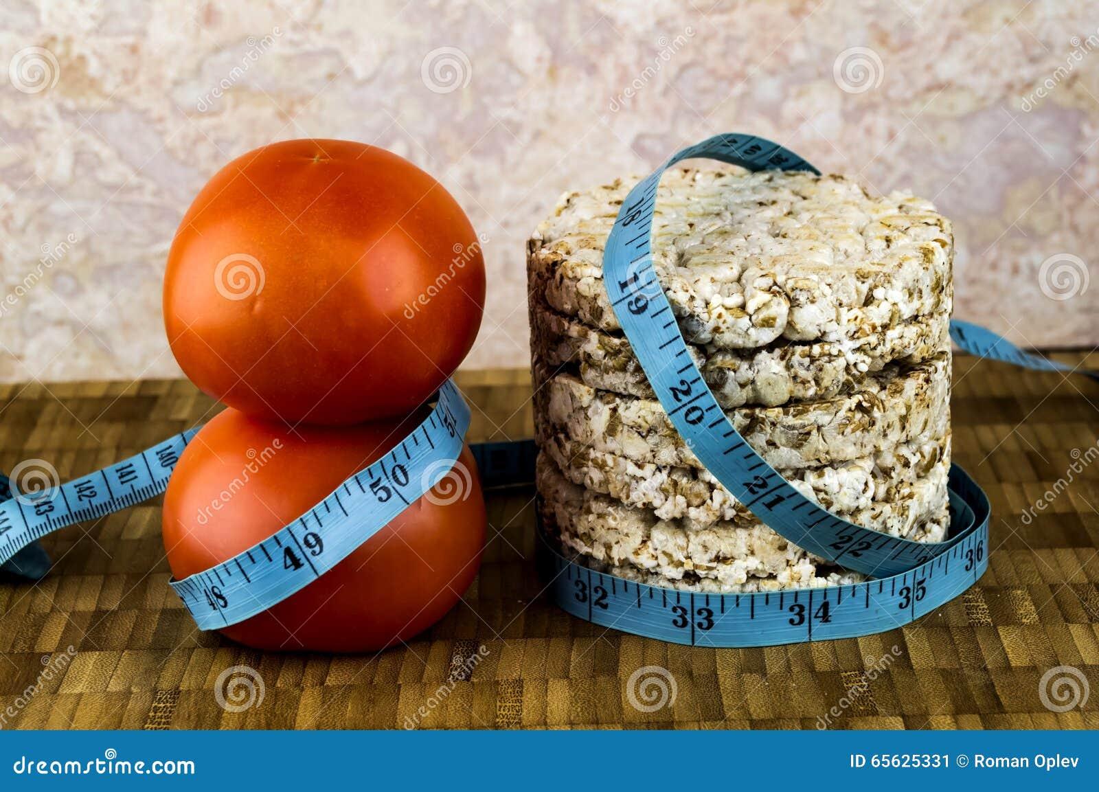 Pain croustillant et tomates