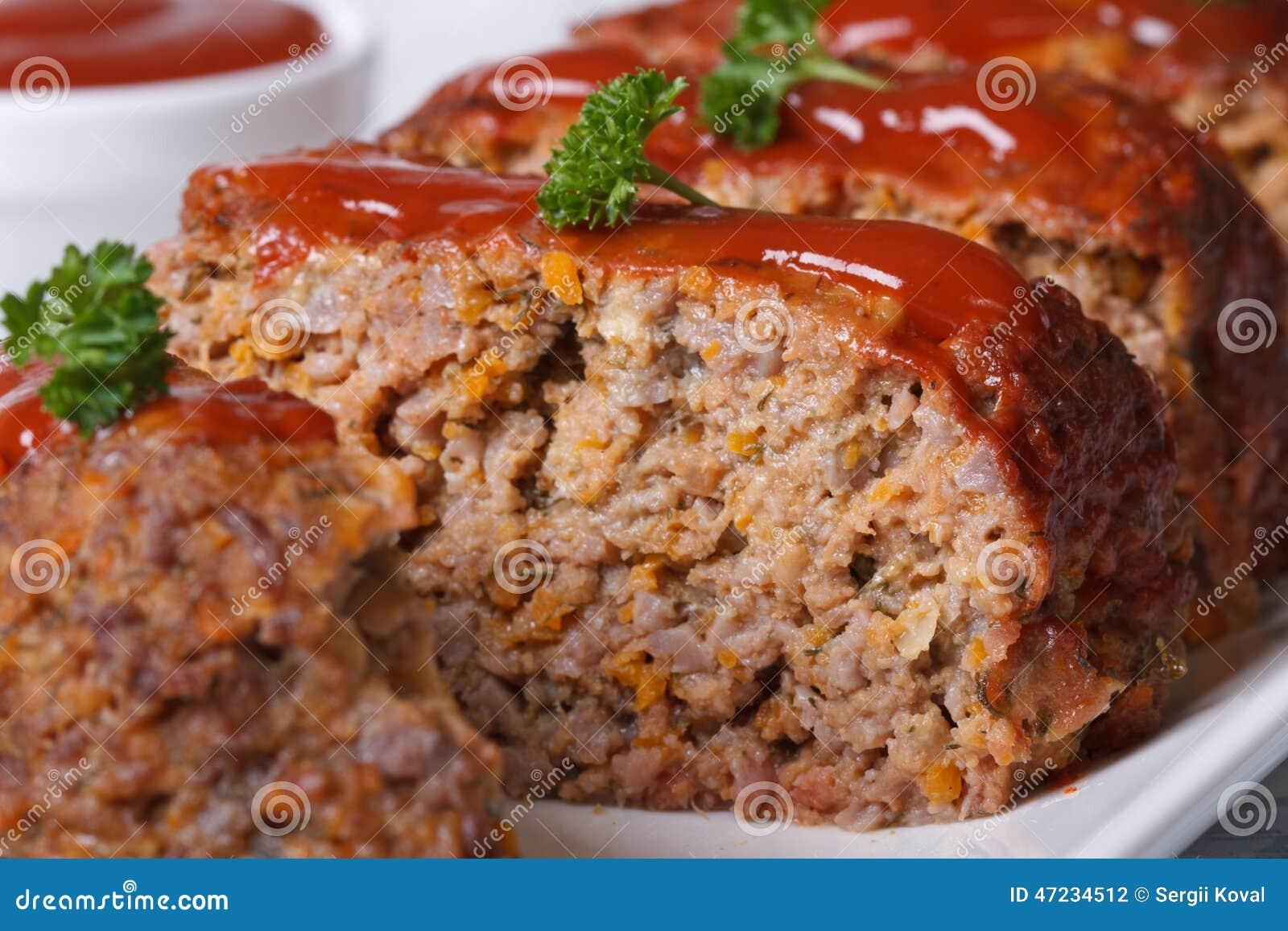 pain de viande coup en tranches avec le macro de sauce. Black Bedroom Furniture Sets. Home Design Ideas
