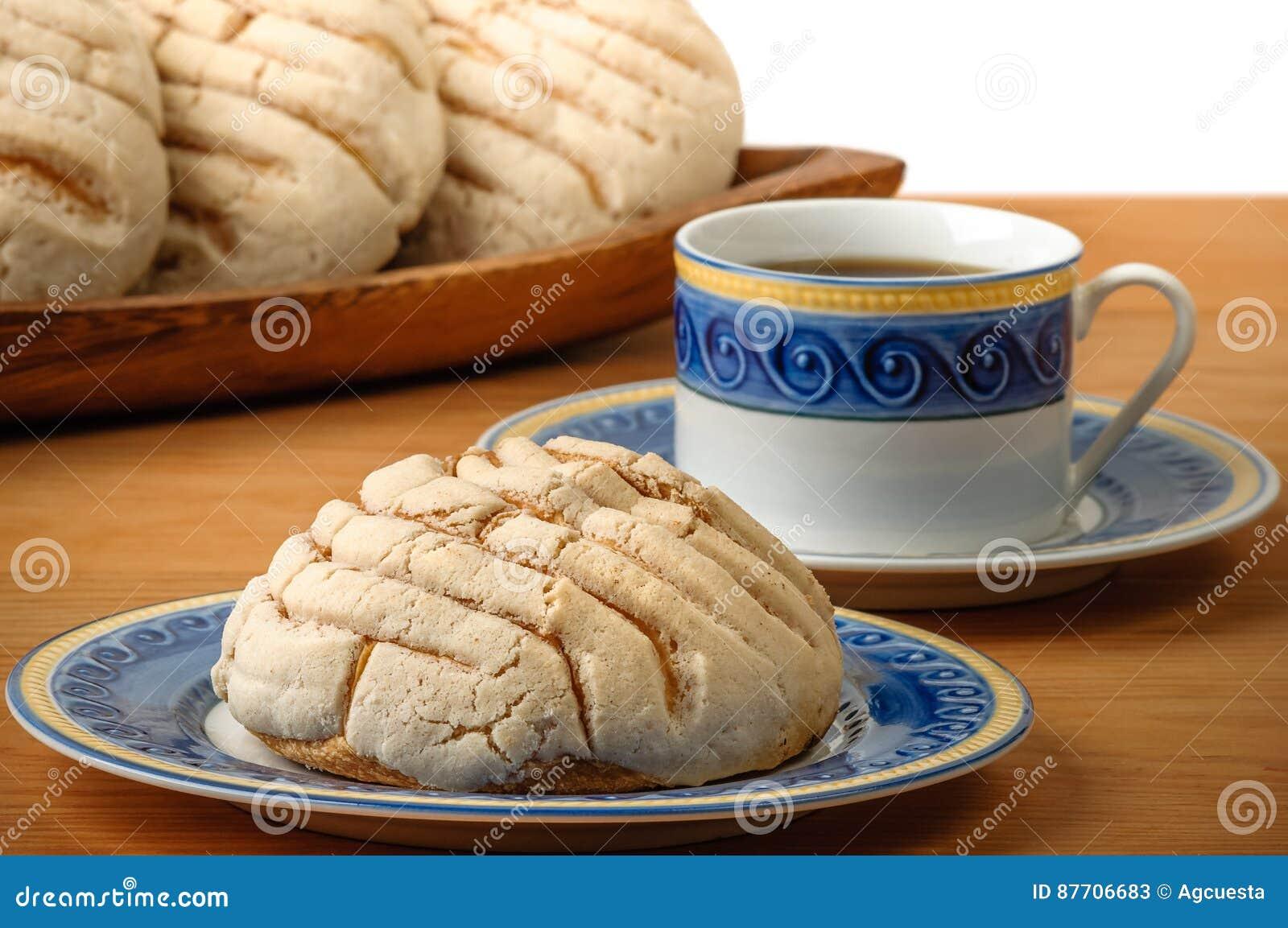 Pain doux de Conchas de Mexicain avec la tasse de café