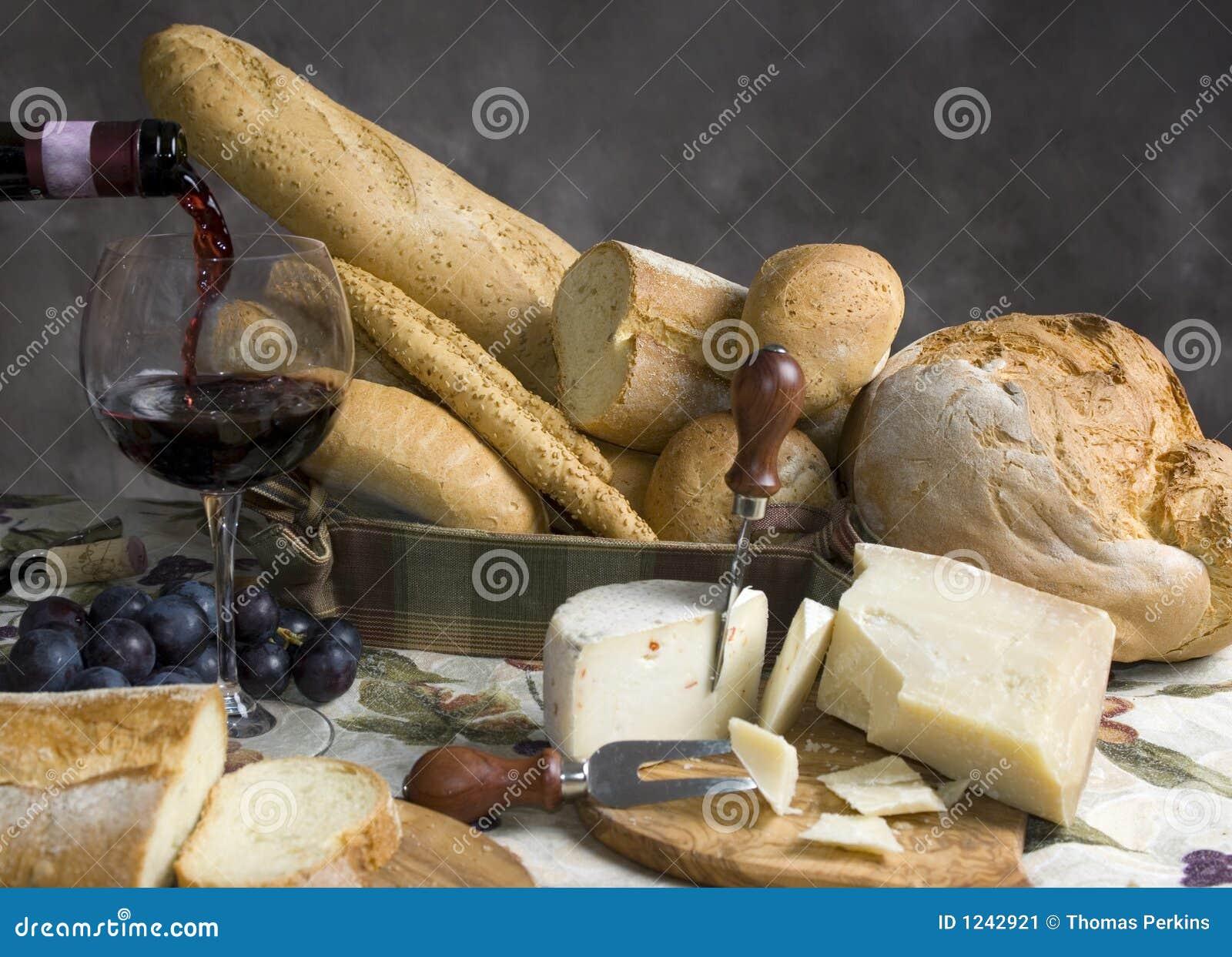 Pain et fromage avec une glace de vin 2