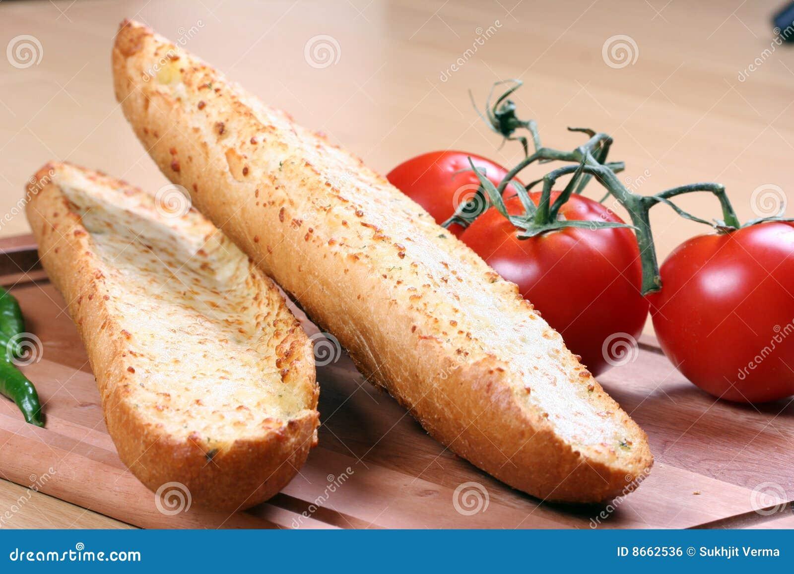 Pain et tomates d ail