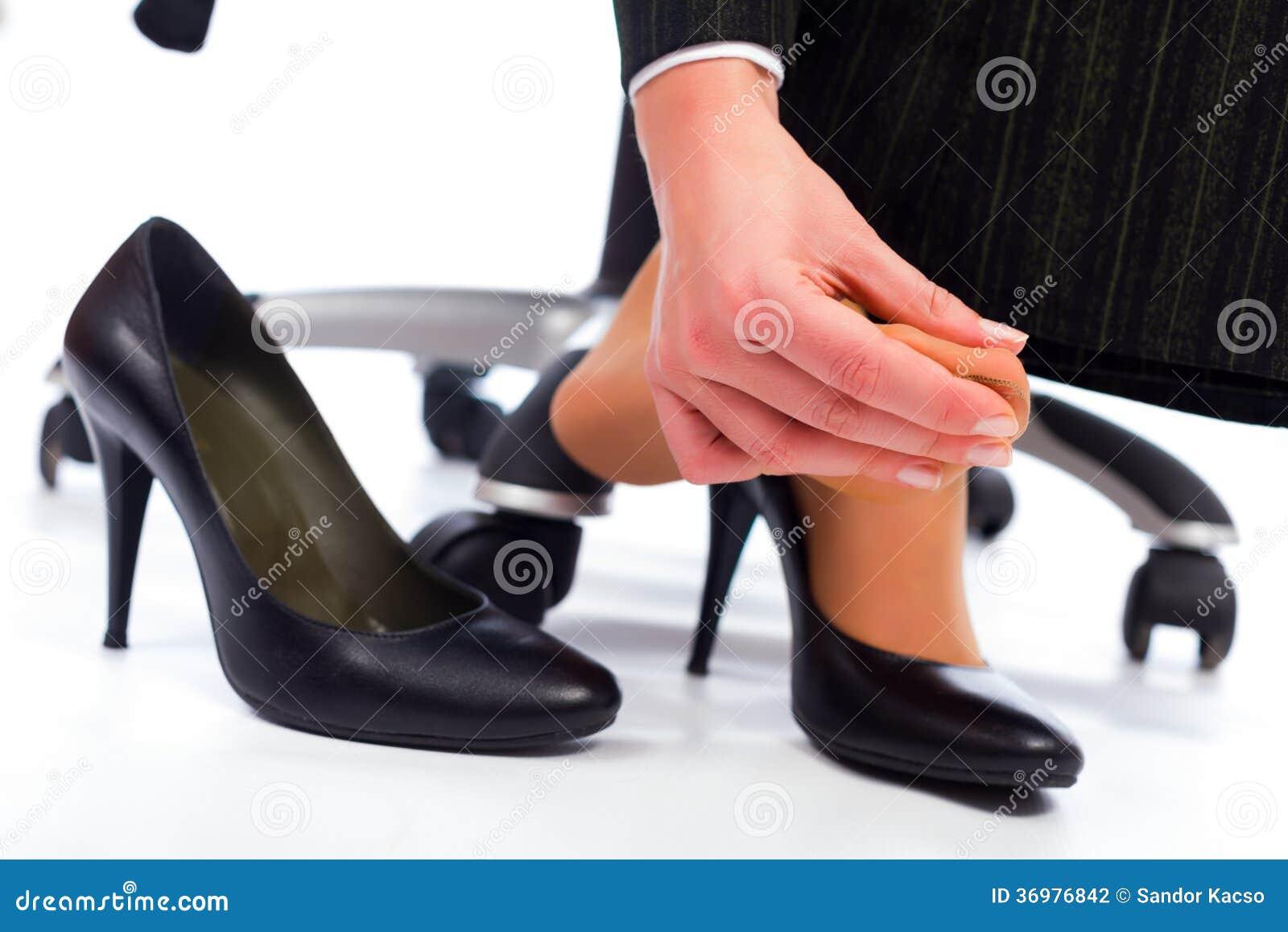 Как сузить обувь в домашних условиях