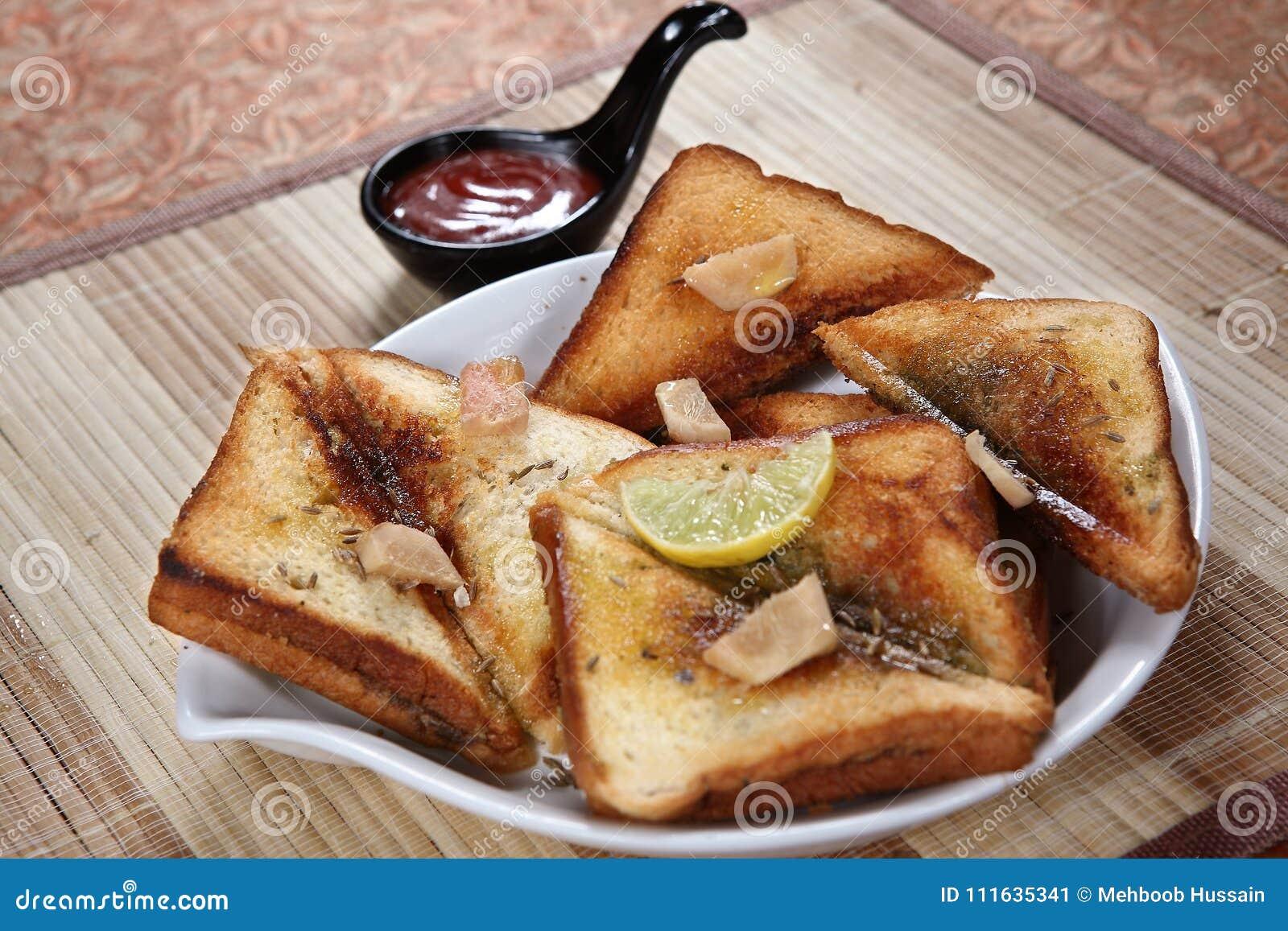 Pain grillé savoureux de ka d Ulund dal, pain grillé savoureux d Ulundu, pain grillé savoureux de gramme blanc
