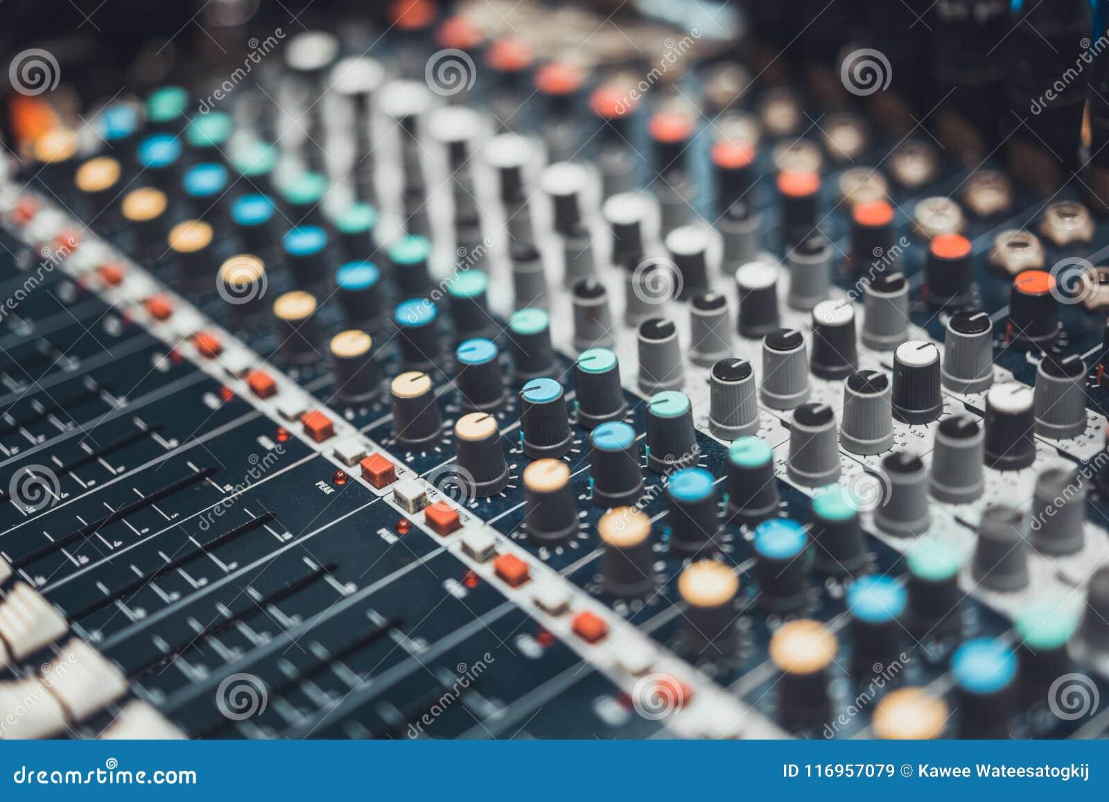 Painel de controle audio do misturador ou editor sadio, tom cinemático Tecnologia da música de Digitas, evento do concerto, conce