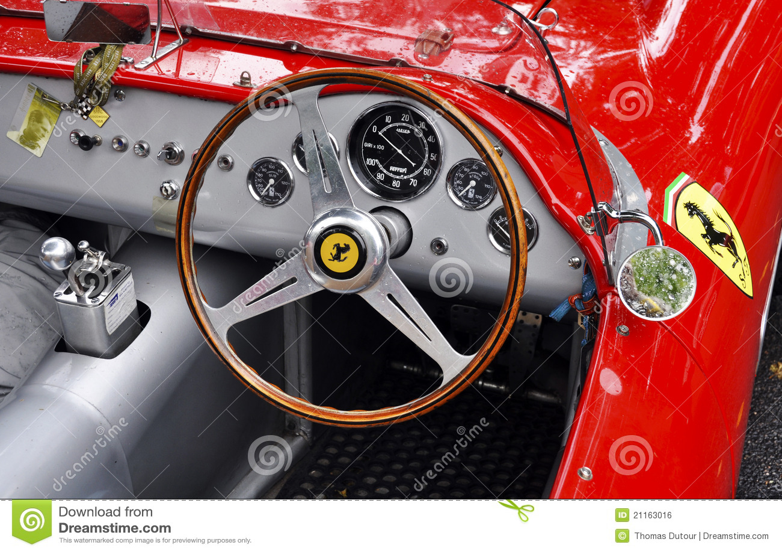 Painel De Ferrari Do Vintage Foto Editorial Imagem De Vintage Ferrari 21163016