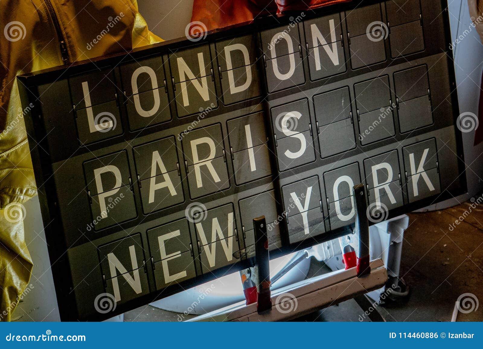 Aeroporto York : Painel do aeroporto de londres paris new york foto de stock imagem