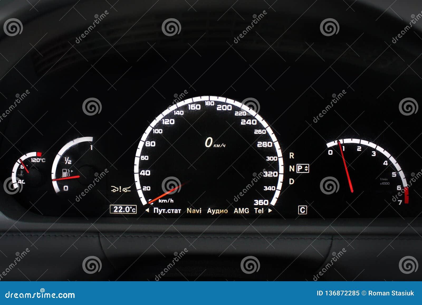 Painel do carro, painel iluminado, exposição da velocidade