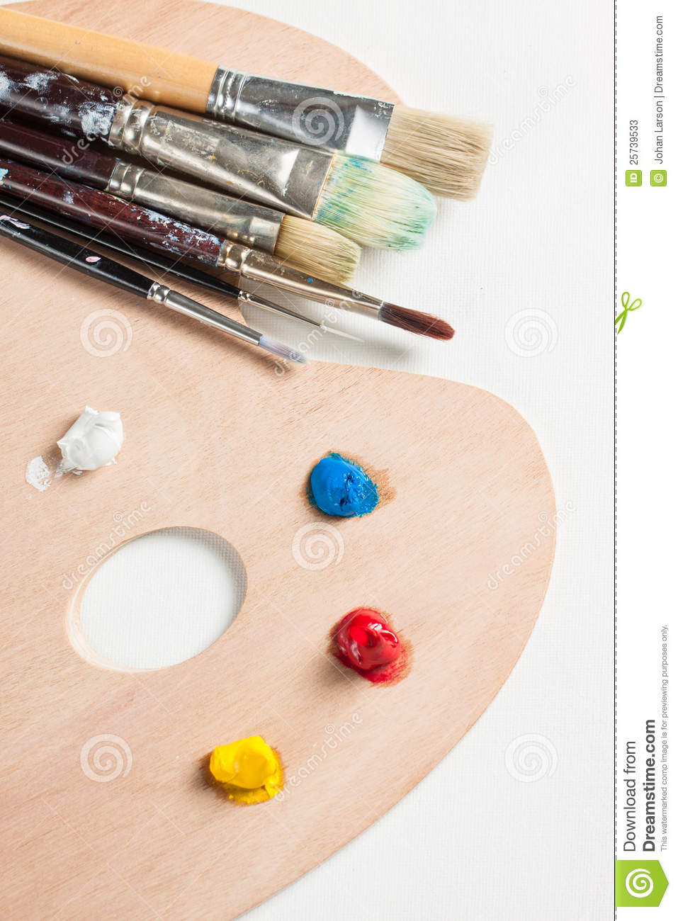 Paint brushes and paint on a paletter