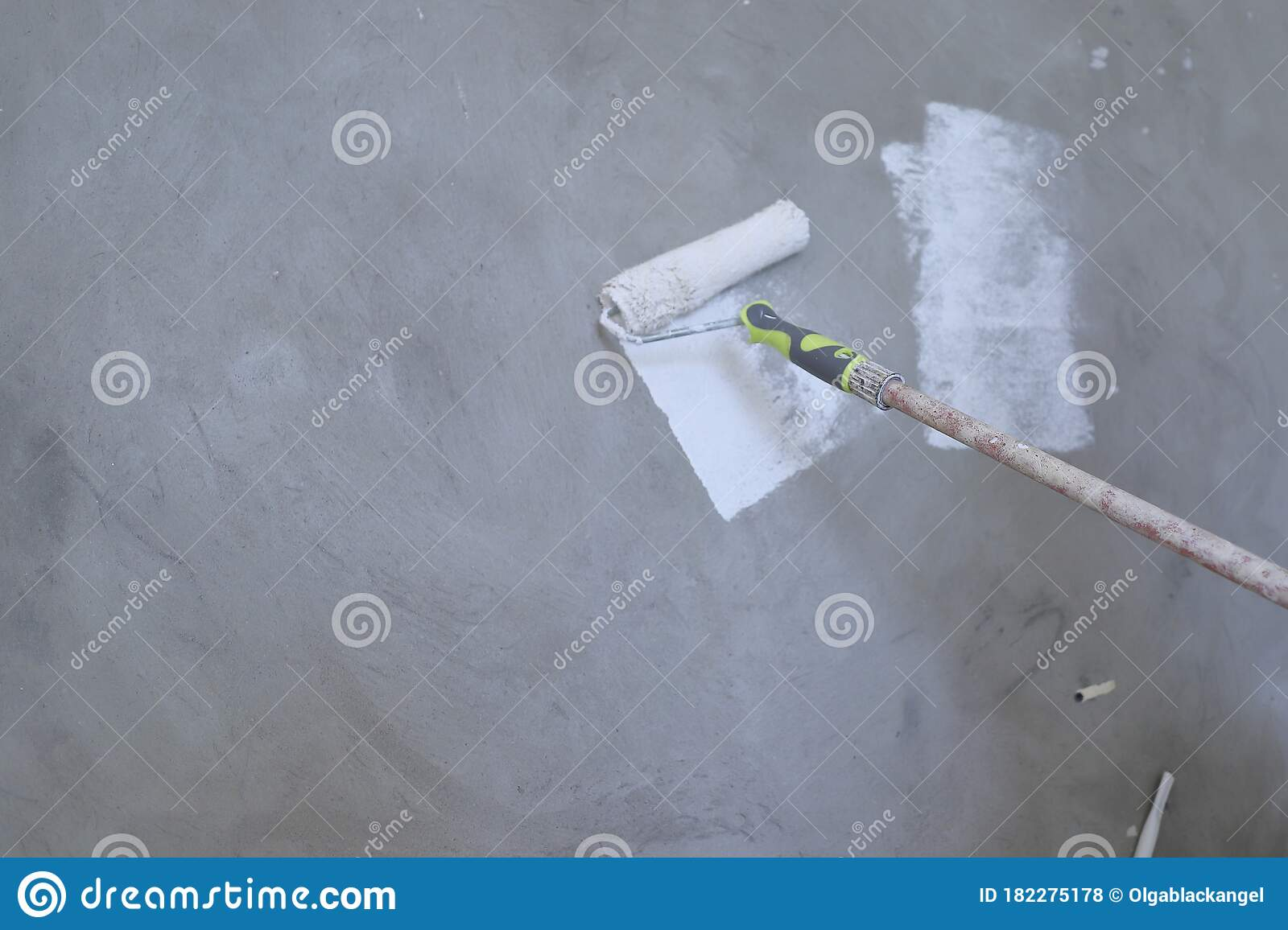 Paint Concrete Walls In White With A Roller Repair The Apartment With Your Own Hands Modern Interior Stock Photo Image Of Concrete Paint 182275178