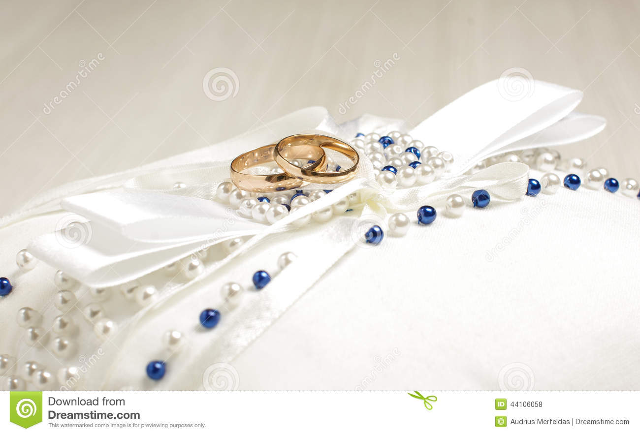 How To Read Floor Plans Symbols Pair Of Wedding Rings On The Luxury Pillow Stock Photo