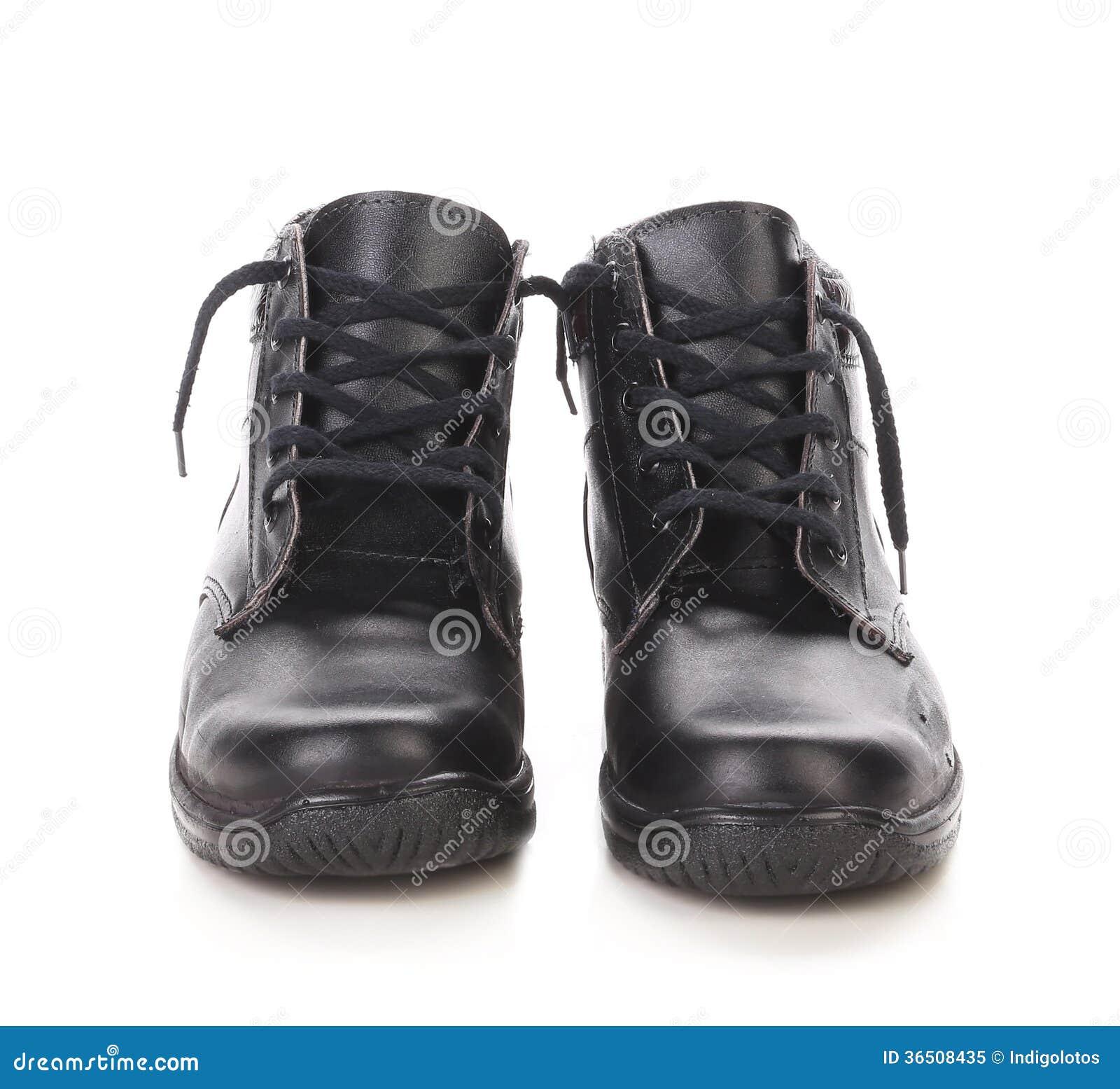 Paires de bottes en cuir noires.