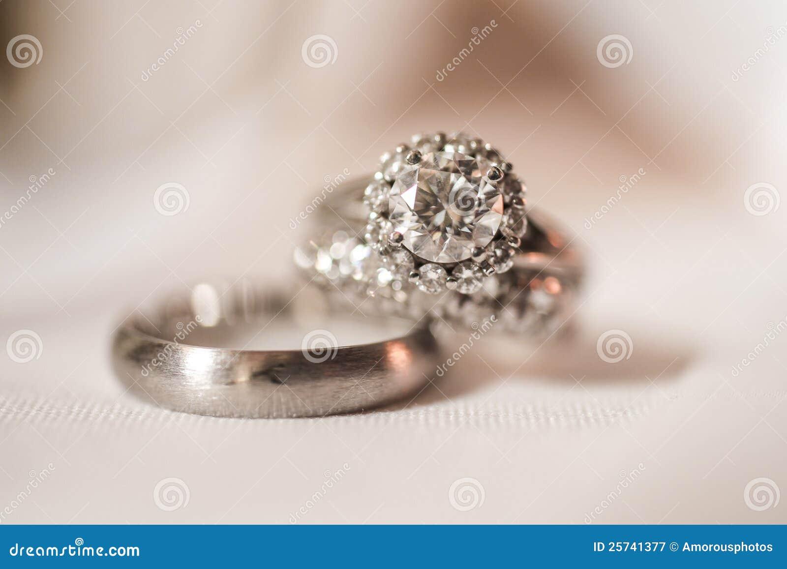 Paires de boucles de mariage