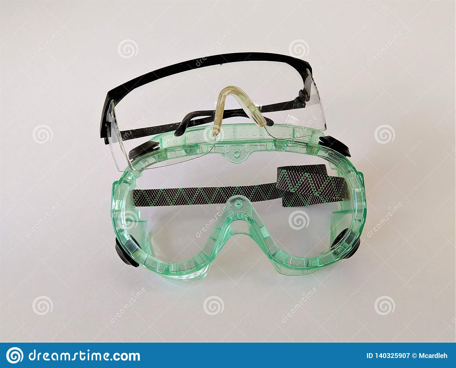 Paires de lunettes de sécurité