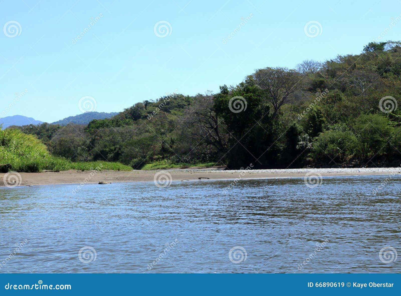 Paisagem ao longo do rio de Tarcoles
