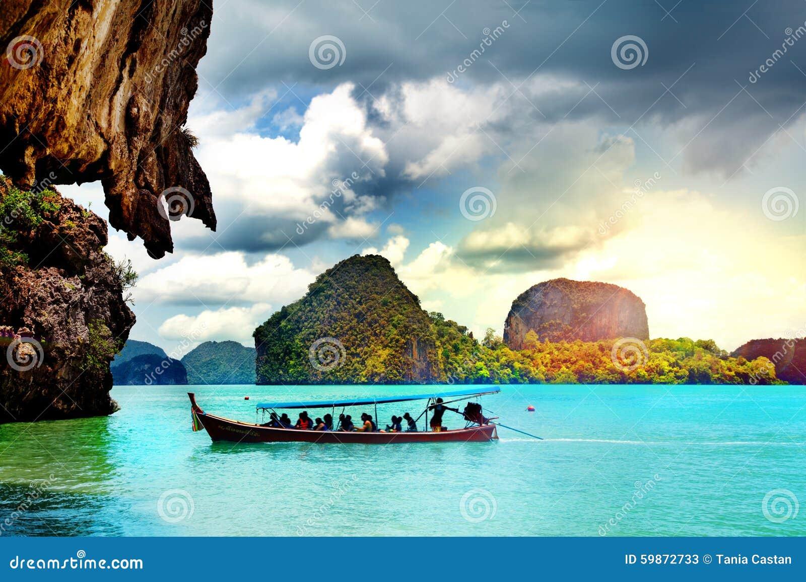 Paisagem bonita da praia em Tailândia Baía de Phang Nga, mar de Andaman, Phuket
