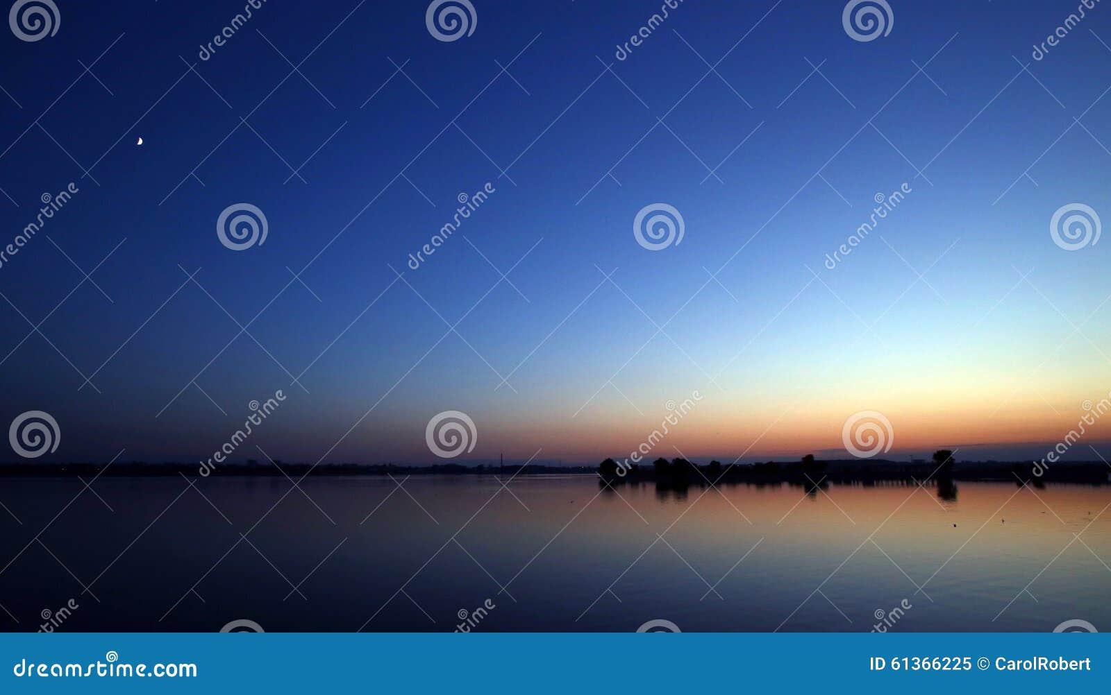 Paisagem bonita do céu azul