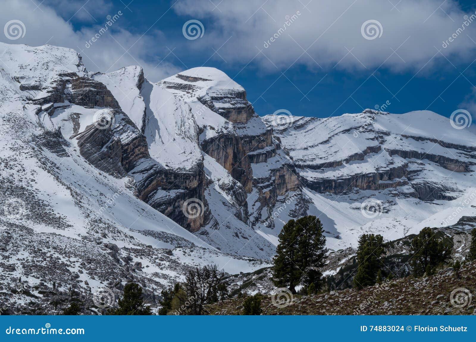 Paisagem bonita nas dolomites, Fanes-Sennes-Prags da montanha, Itália