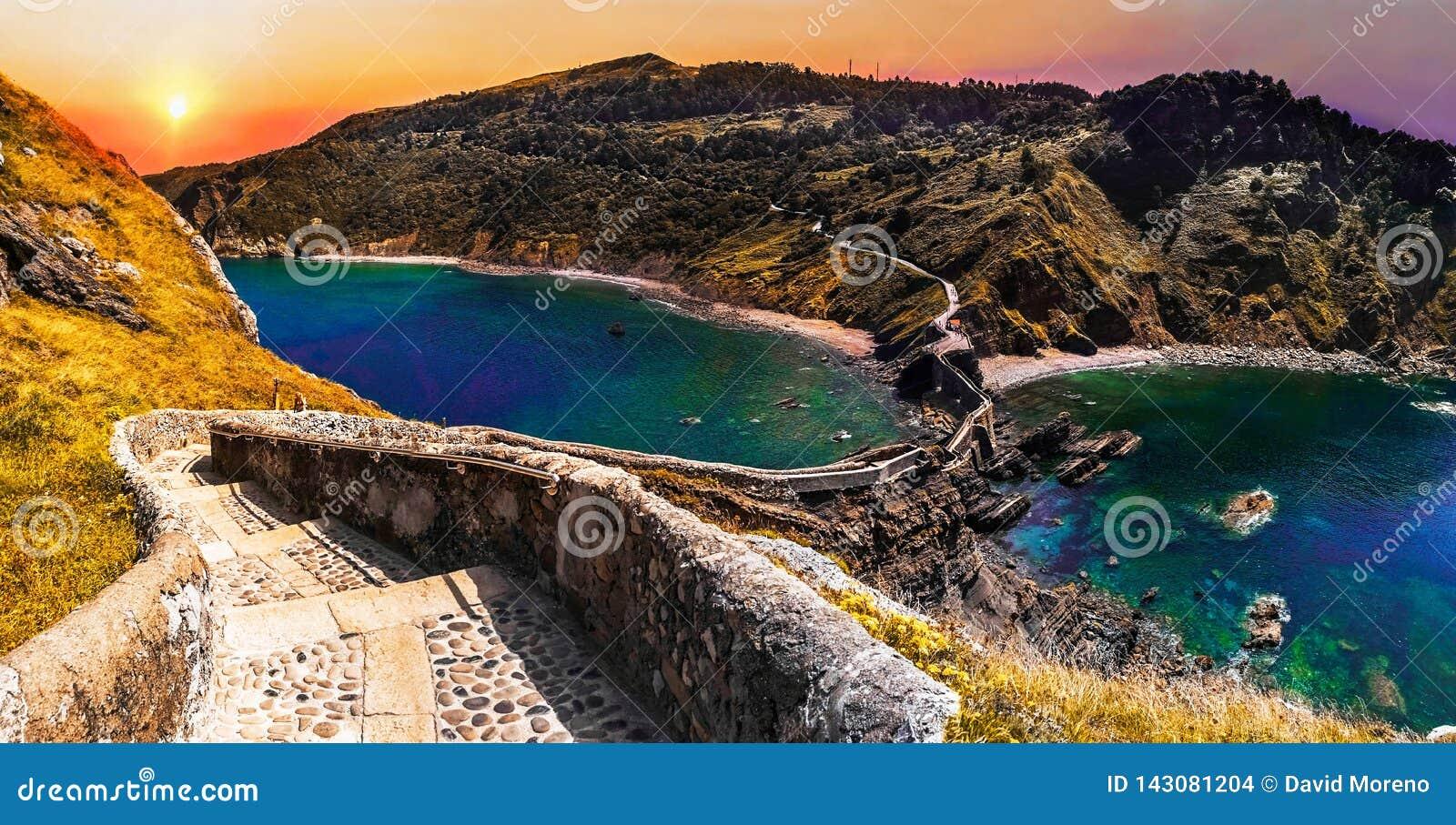 Paisagem cênico de San Juan de Gaztelugatxe, país Basque, Espanha