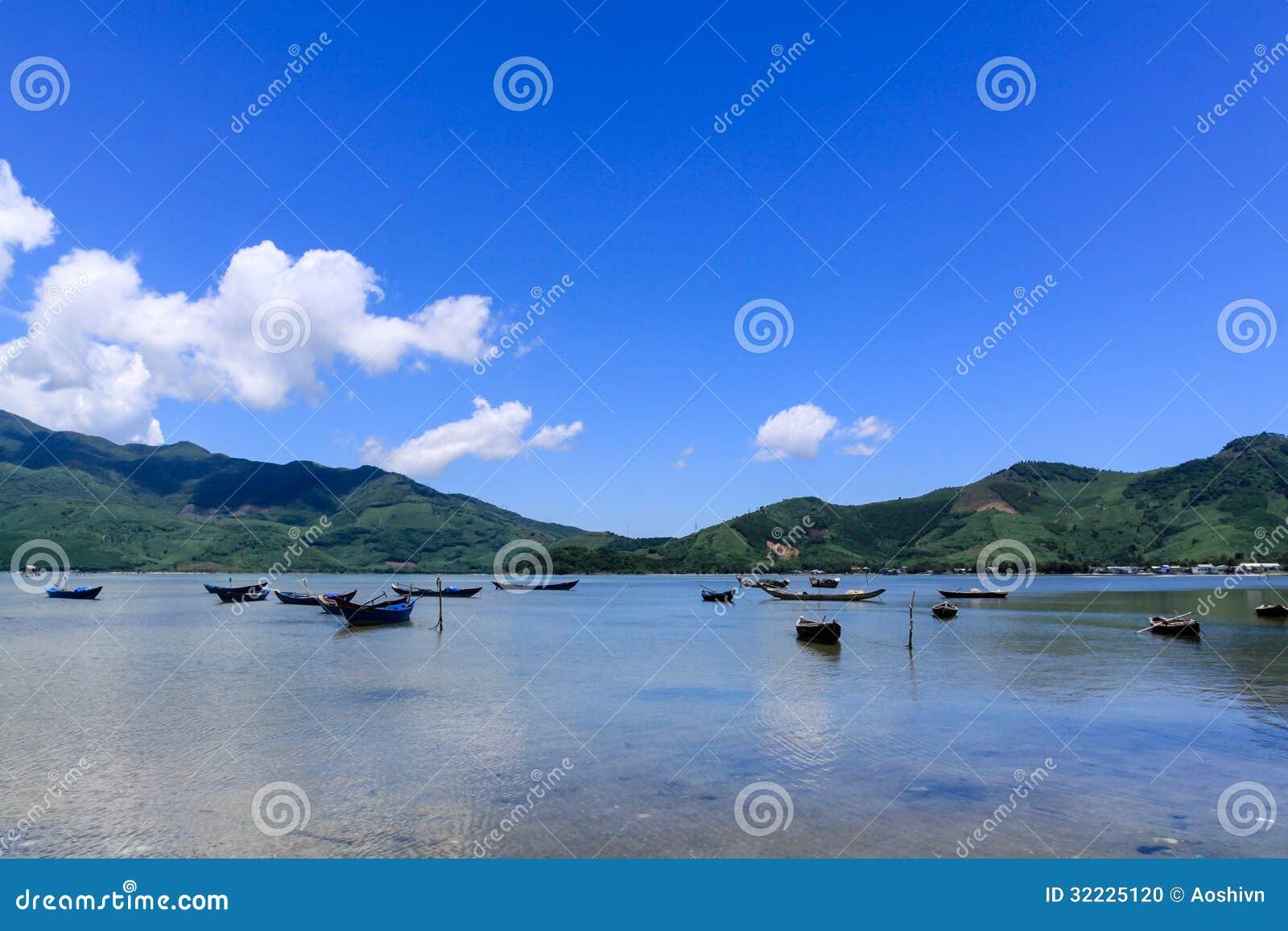 Download Paisagem com barco foto de stock. Imagem de educacional - 32225120