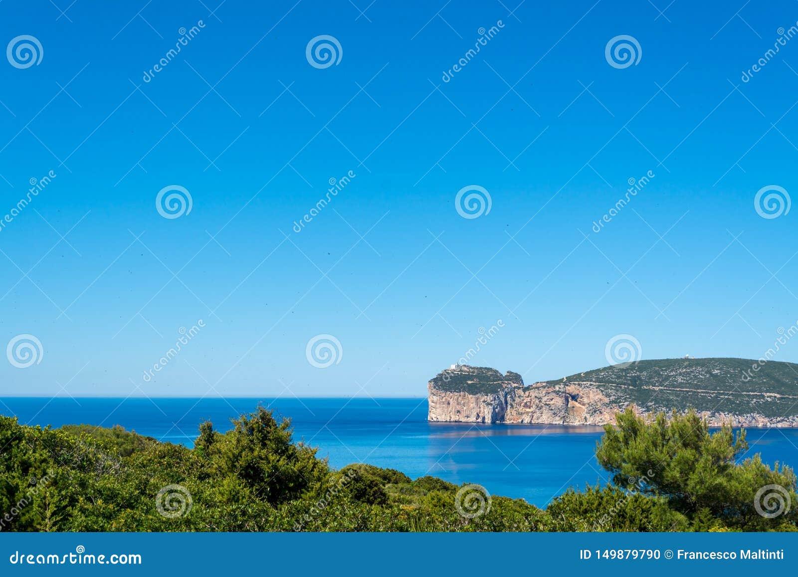 Paisagem da costa do Capo Caccia, em Sardinia
