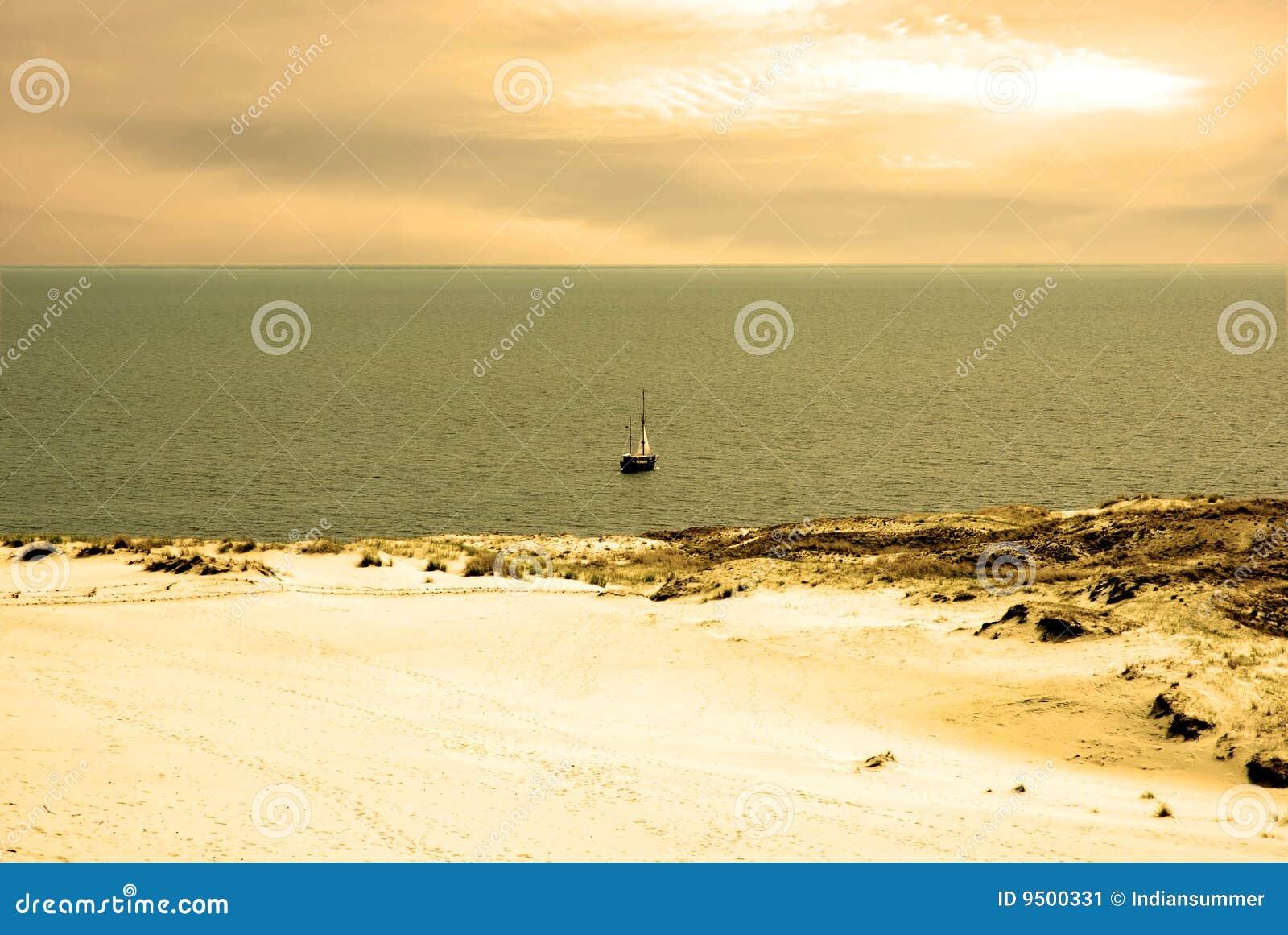 Paisagem da duna e mar de Kursiu