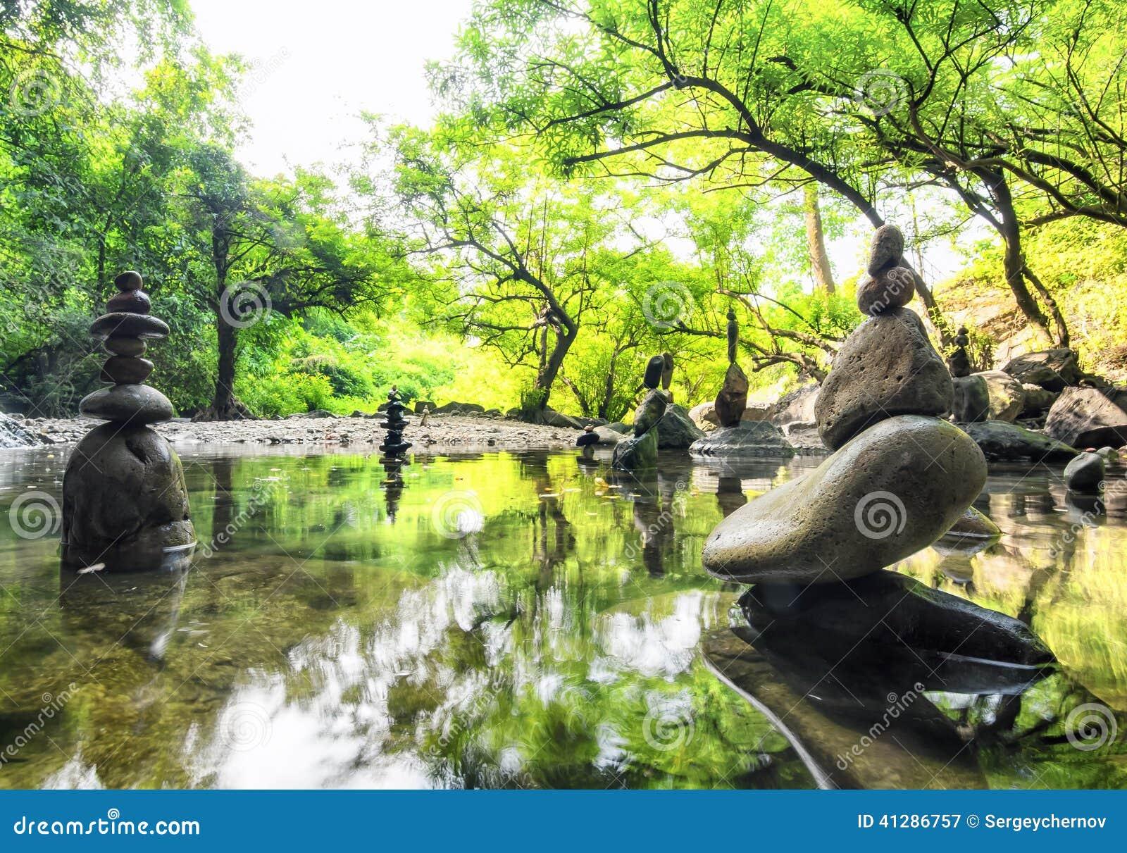 Paisagem da meditação do zen Ambiente calmo e espiritual da natureza