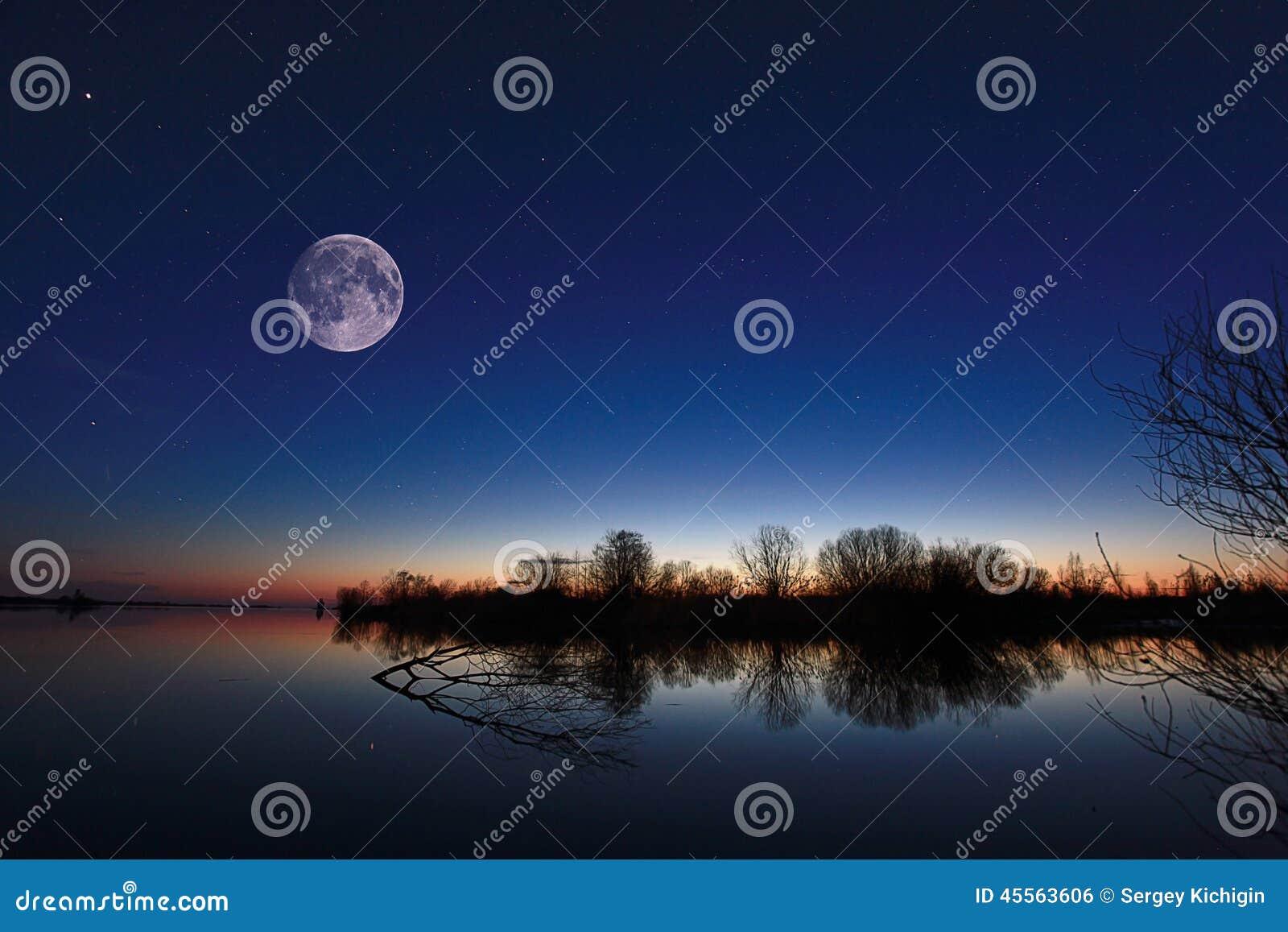 Paisagem da noite no rio