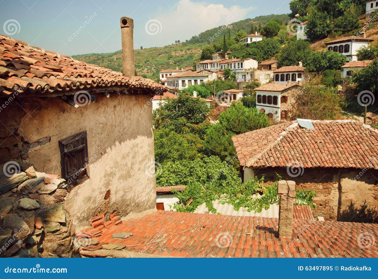 Paisagem da vila com os telhados telhados de casas for Case rustiche foto