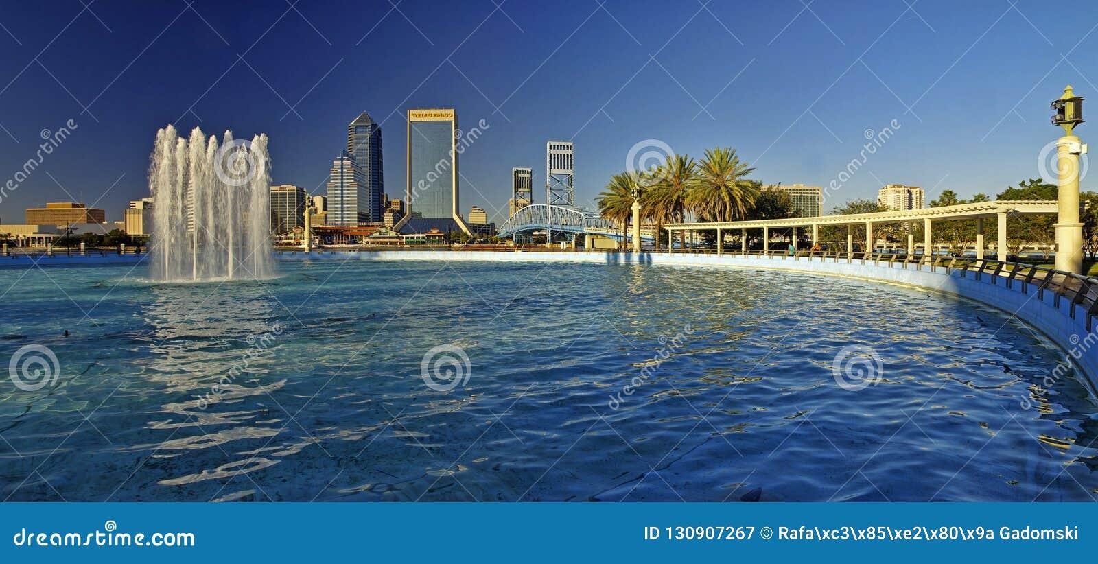 Paisagem de Jacksonville do centro em Florida, EUA