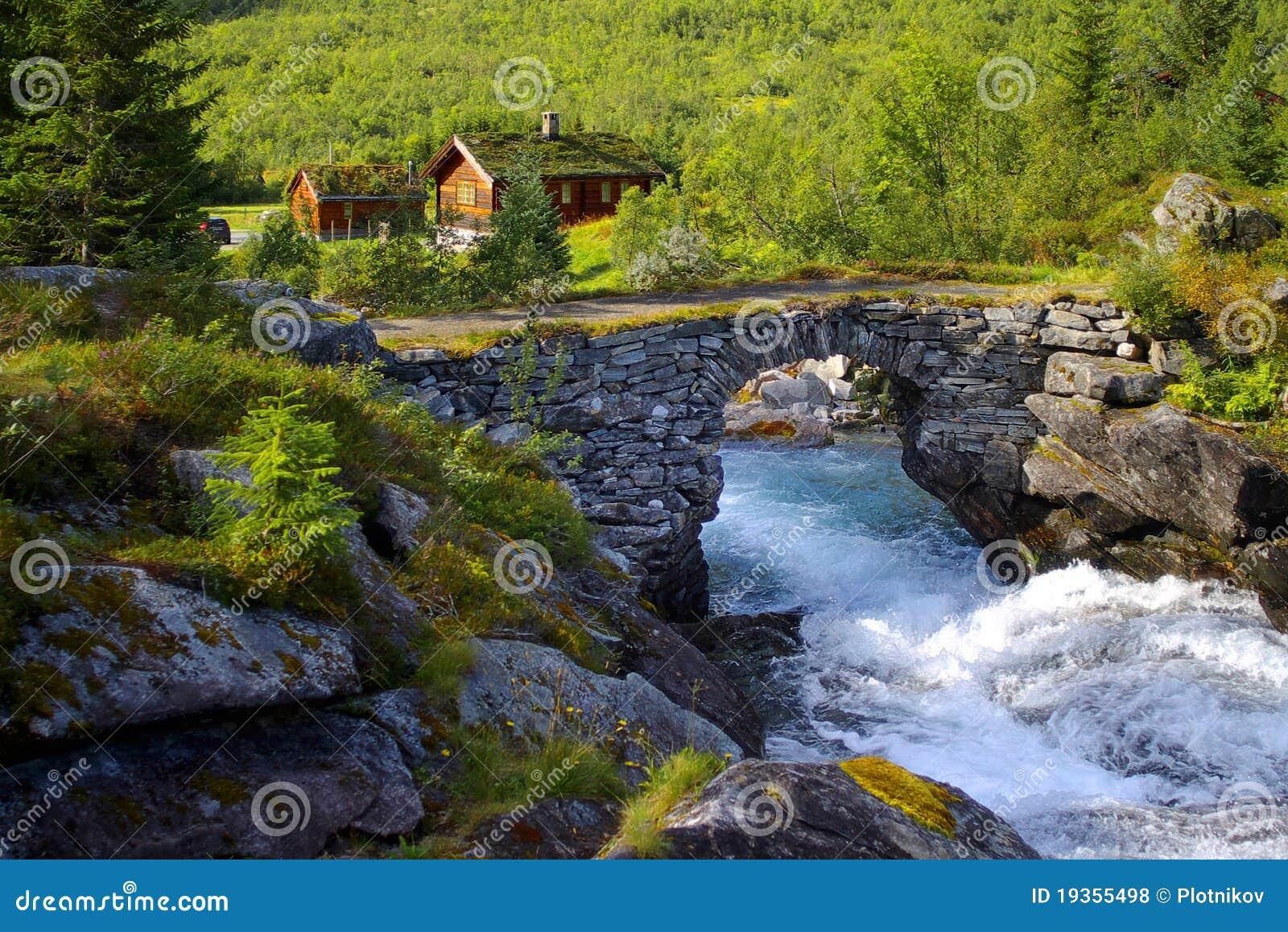 Paisagem de Noruega com cabana