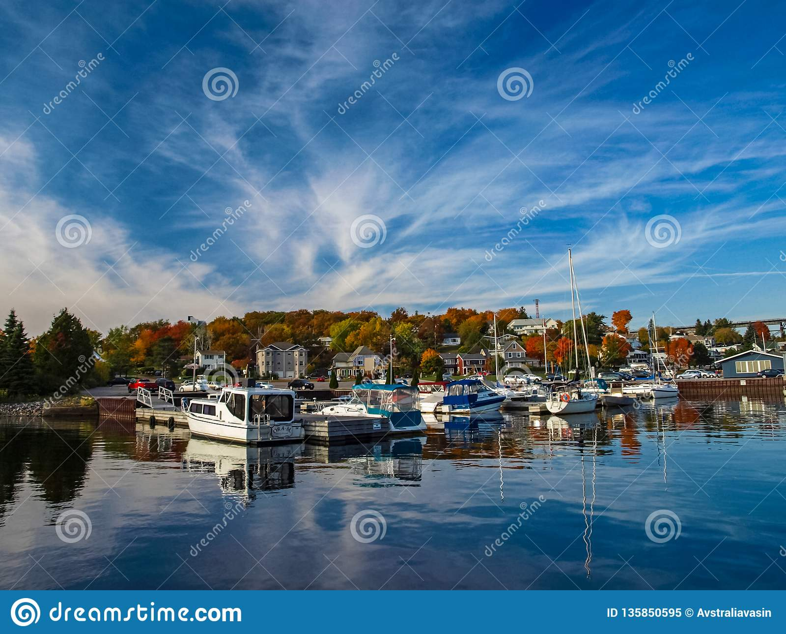 Paisagem do outono no Lago Huron