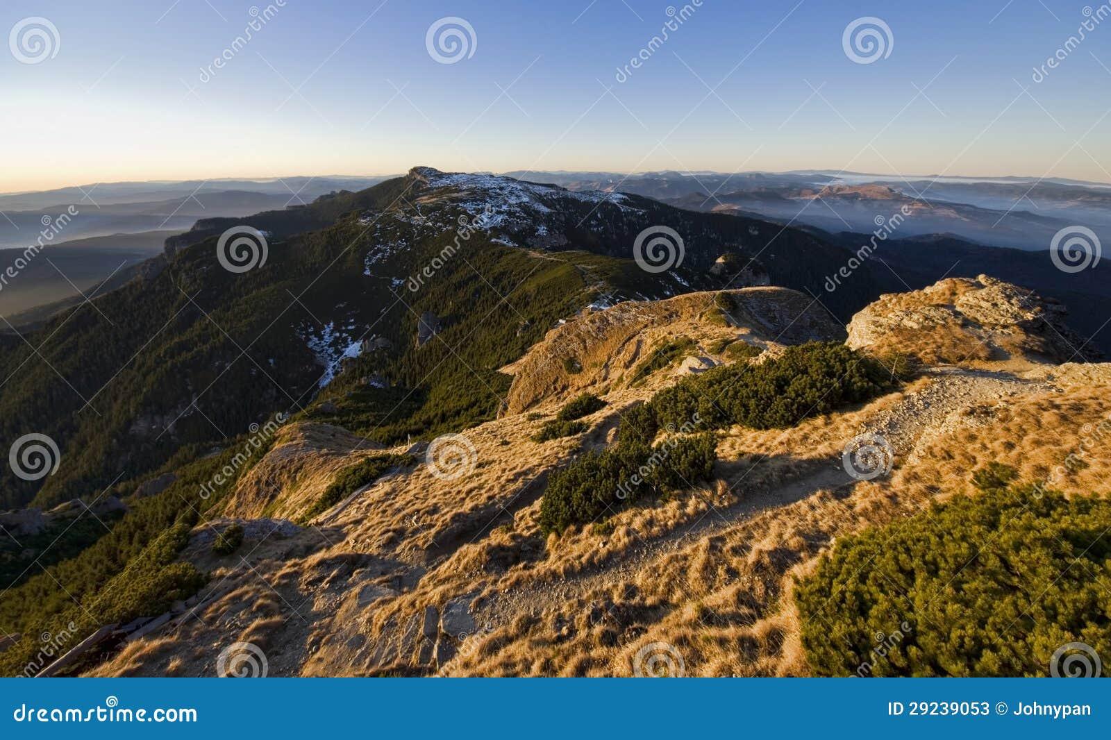 Download Paisagem Do Platô Da Montanha Imagem de Stock - Imagem de summit, curso: 29239053
