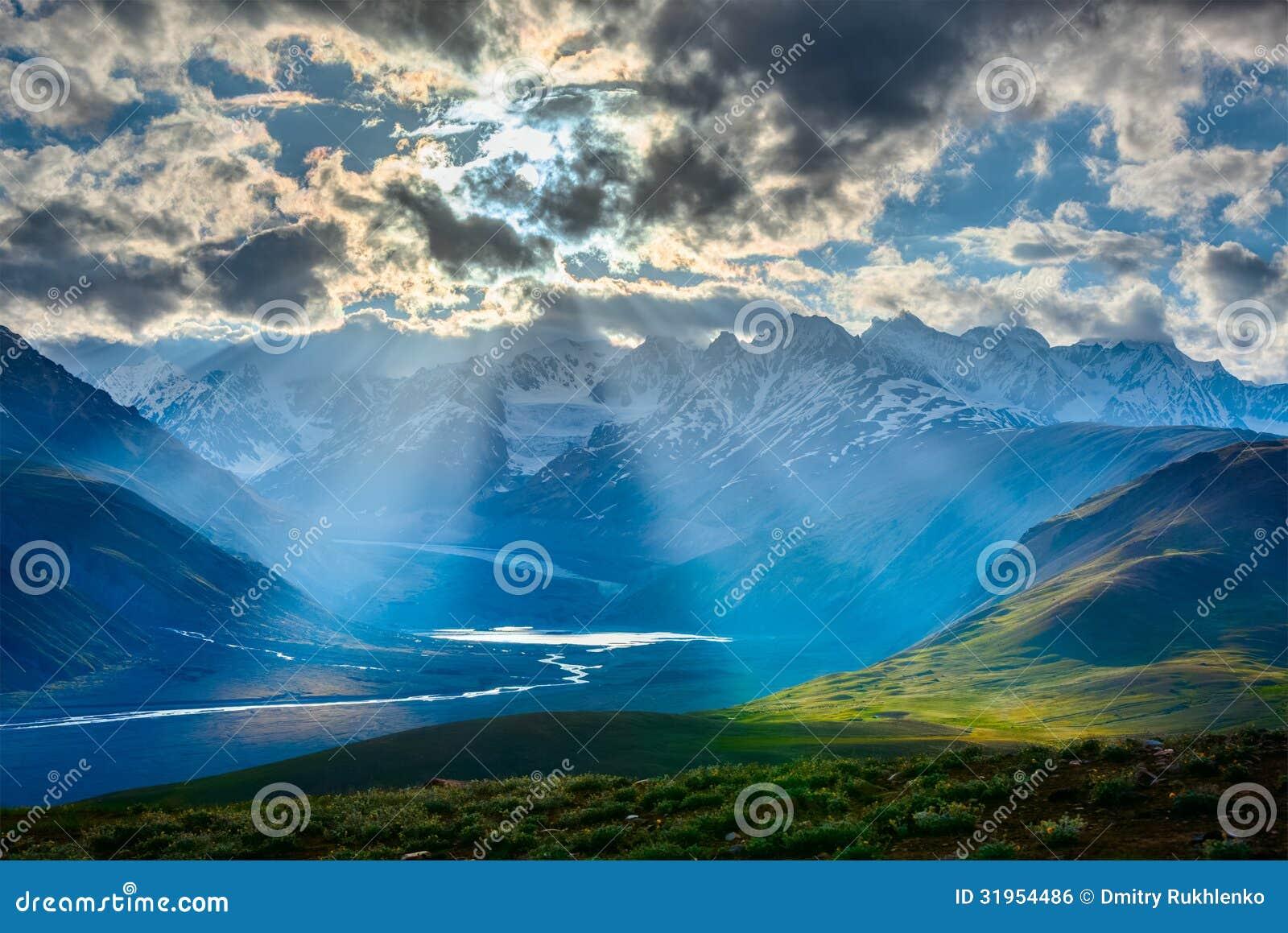Paisagem Himalaia com montanhas dos Himalayas