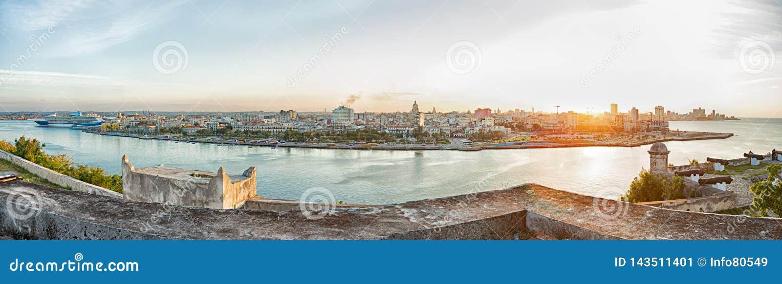 Paisagem panorâmico de Havana na luz do por do sol