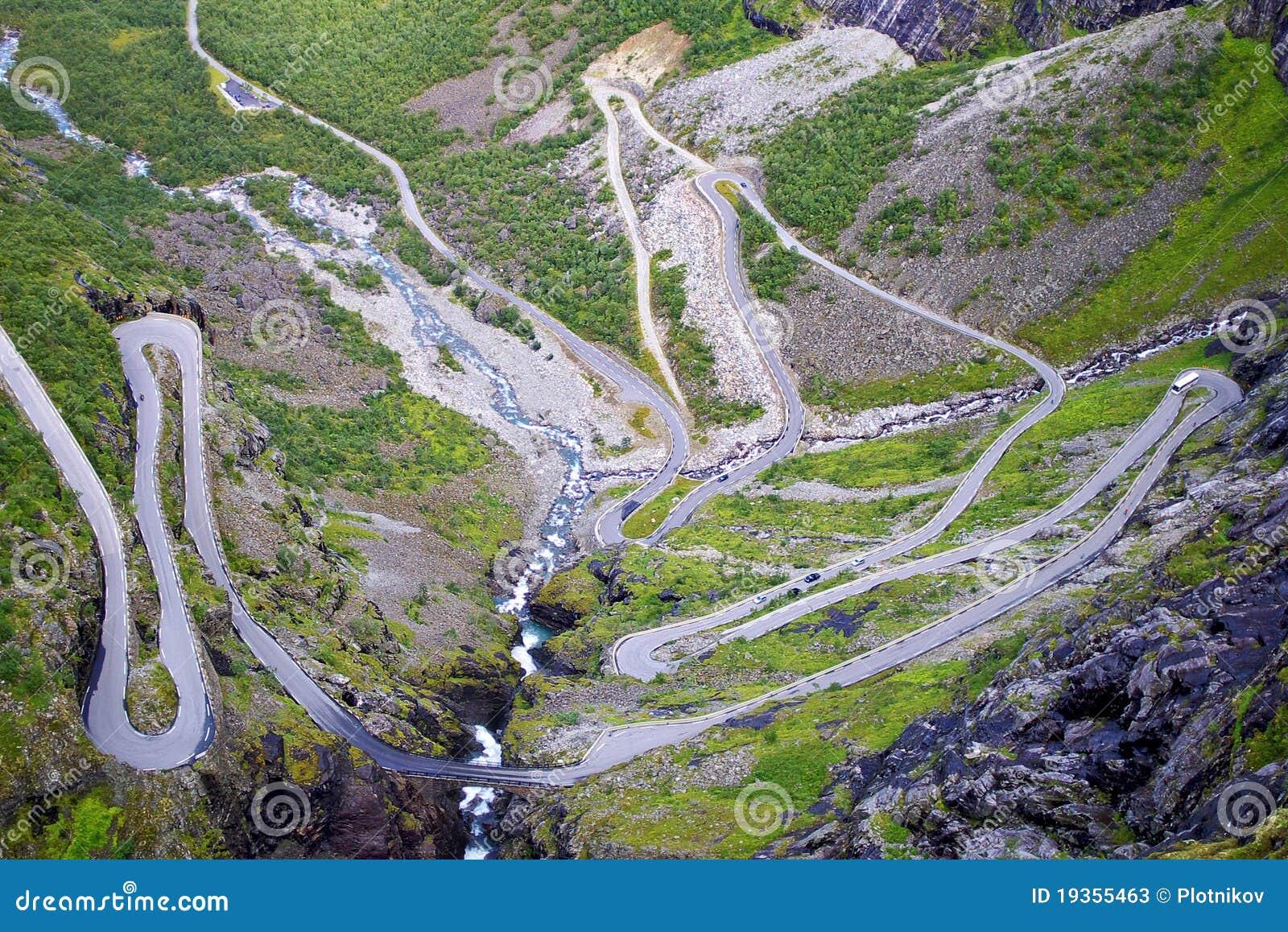 Paisagem pitoresca da montanha de Noruega. Trollstigen