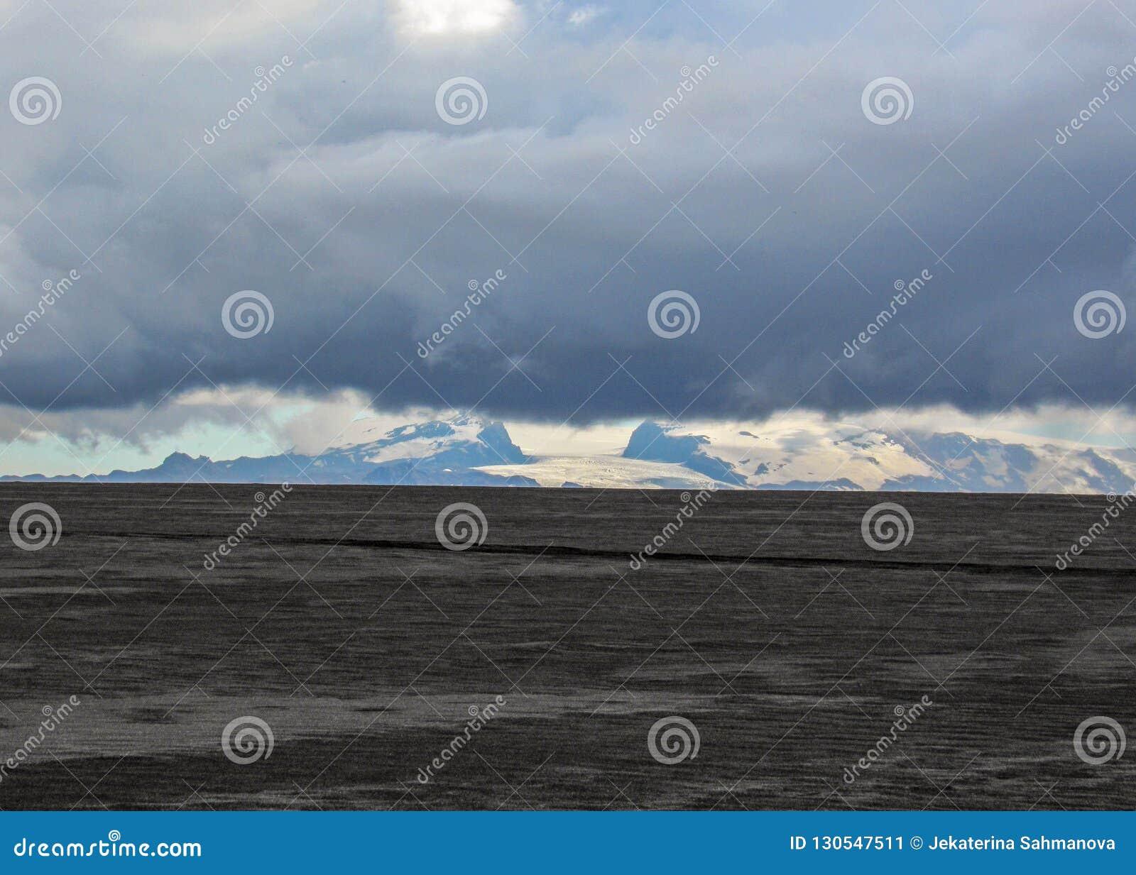 Paisagem vulcânica de Holuhraun, montanhas de Islândia, Europa