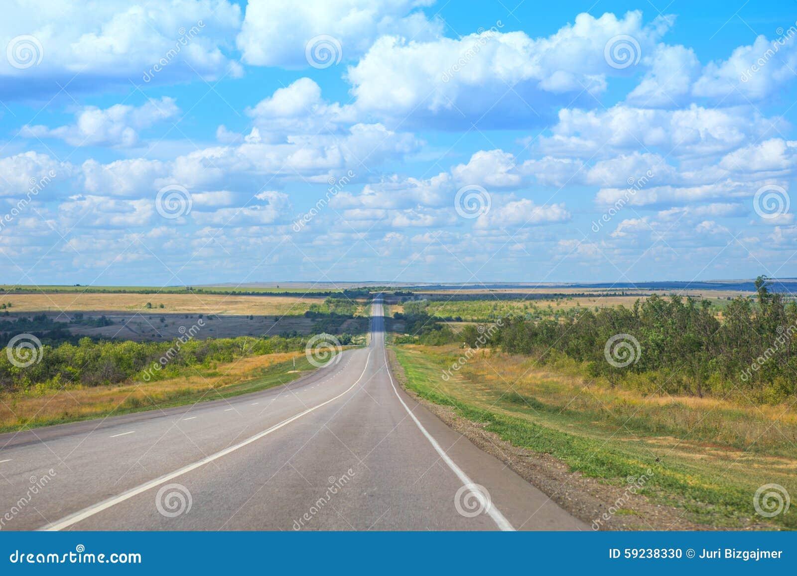 Paisaje con el camino y el cielo