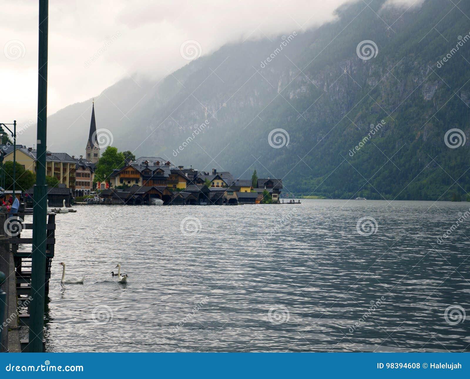 Paisaje de Hallstatt, Salzburg Lago mountain, macizo alpino, barranco hermoso en Austria