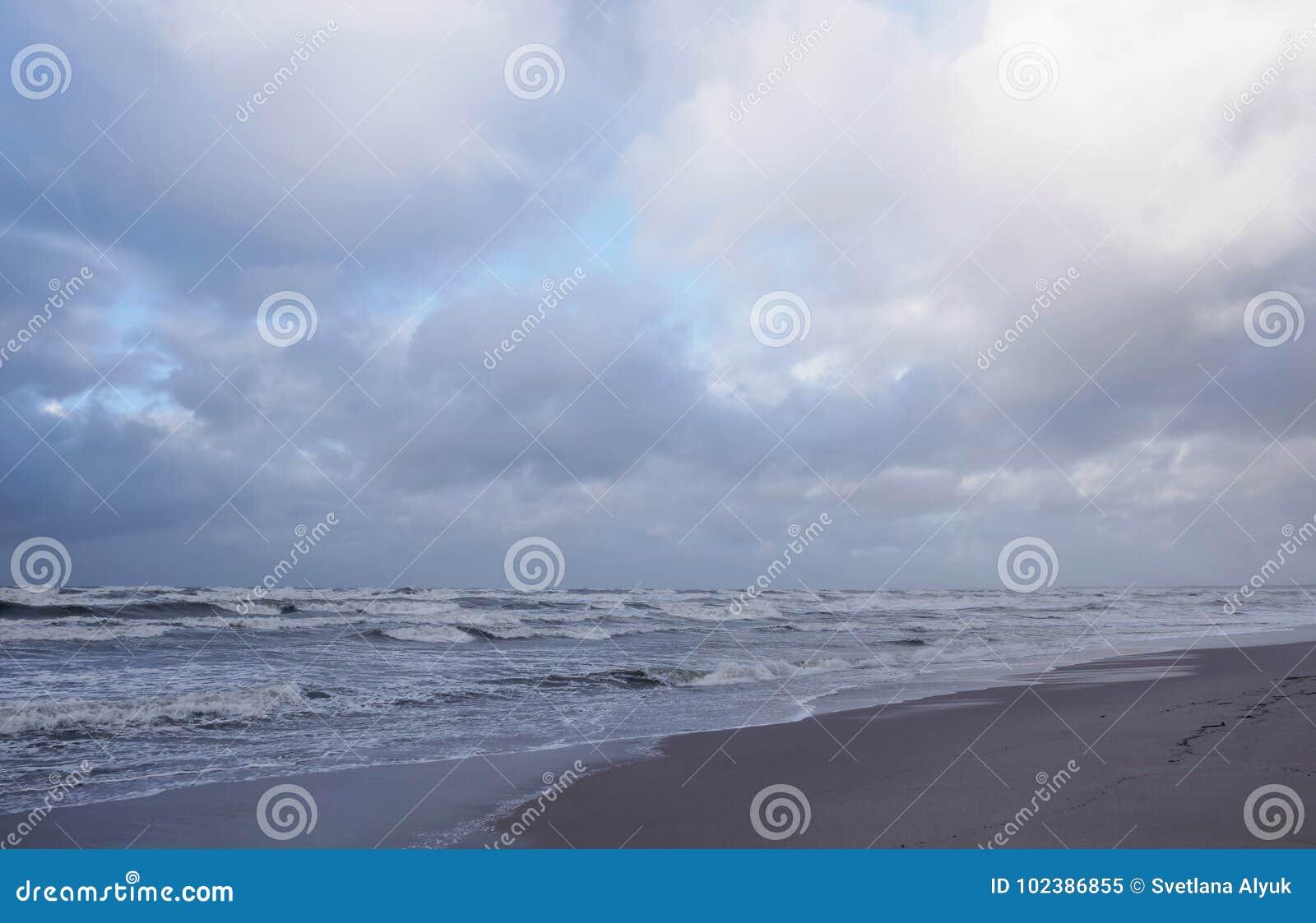Paisaje de la costa de mar Báltico