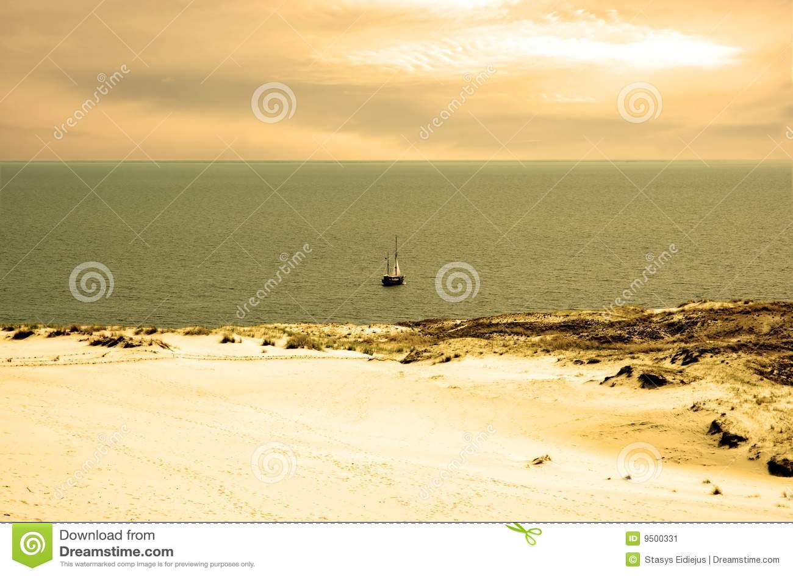 Paisaje de la duna y mar de Kursiu