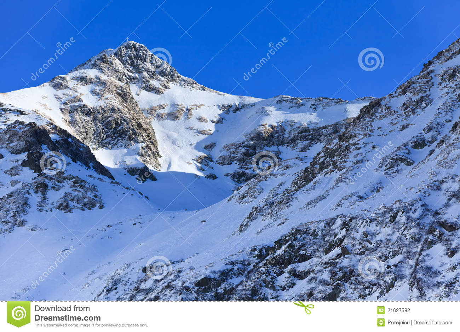 Paisaje de la montaña del invierno