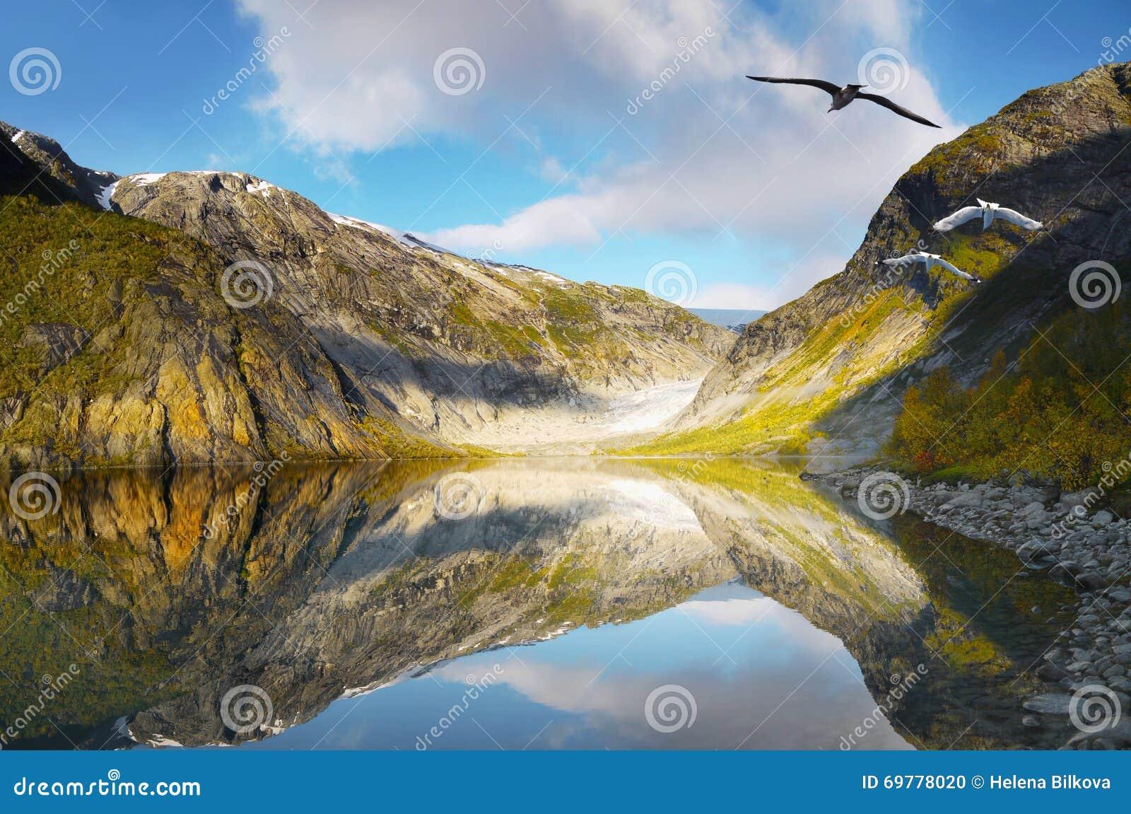 Paisaje de la montaña, lago glacier