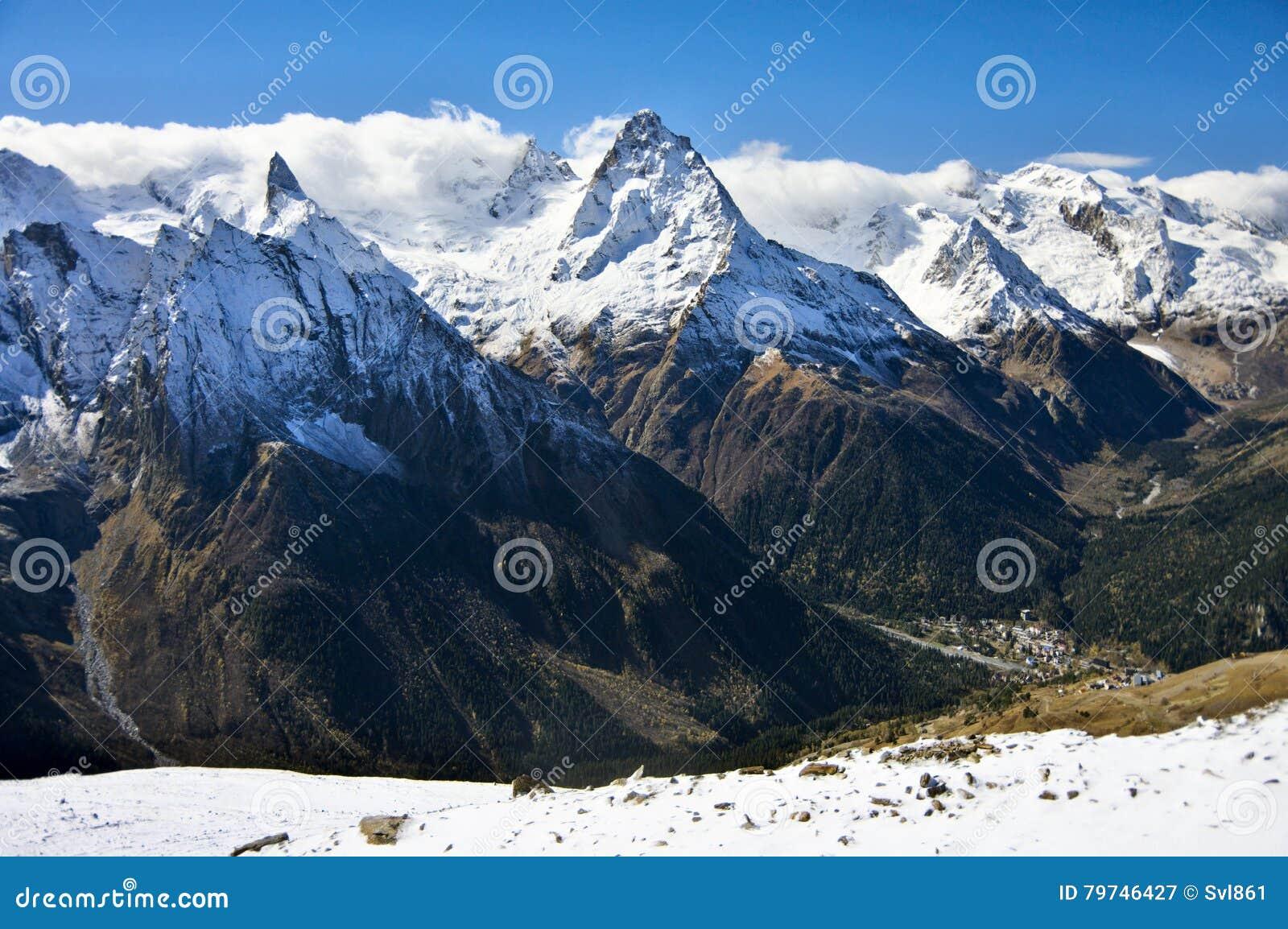 Paisaje de las montañas Nevado